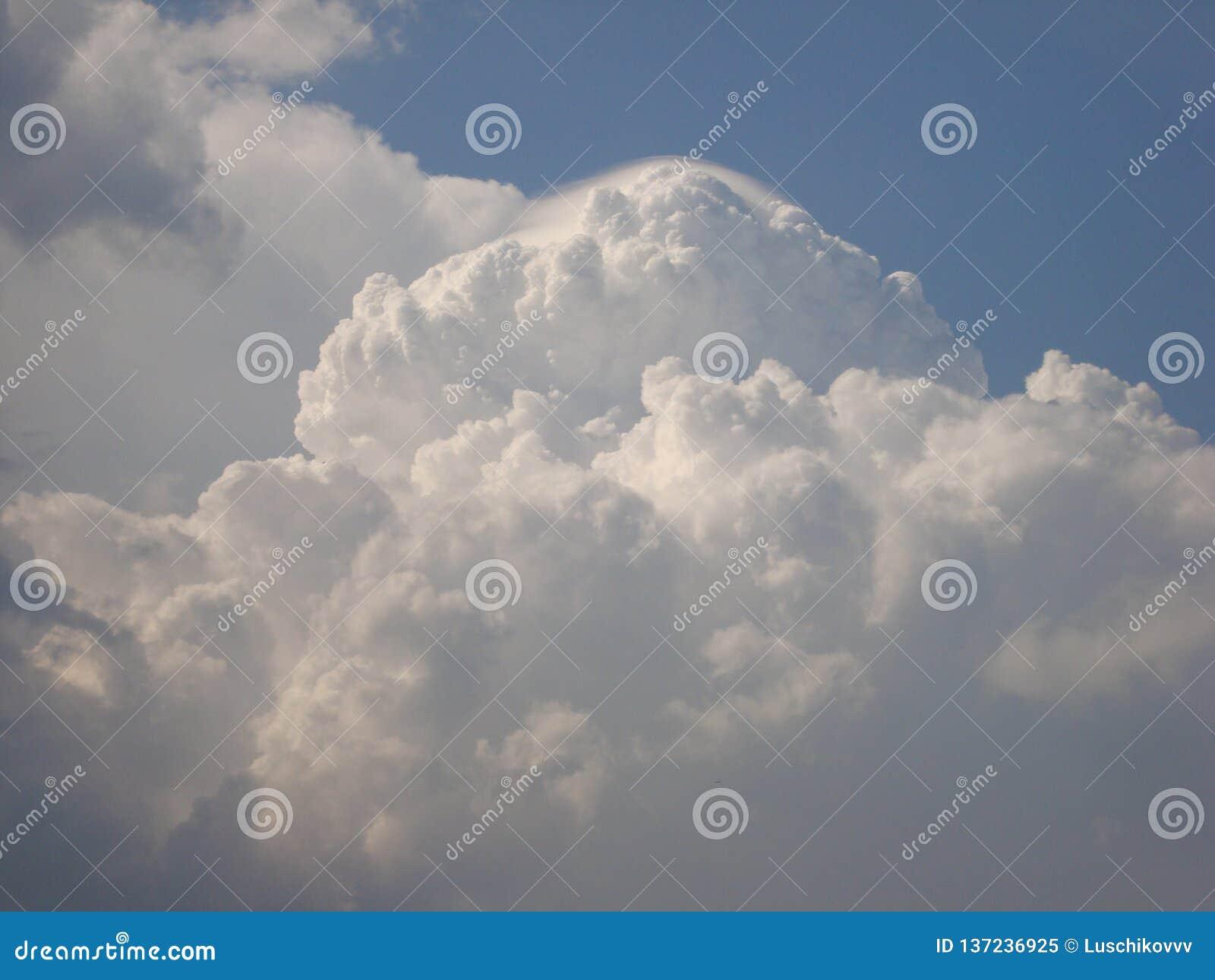 Chmurnieje — co i jak jesteśmy chmurą, typy chmury one tworzy