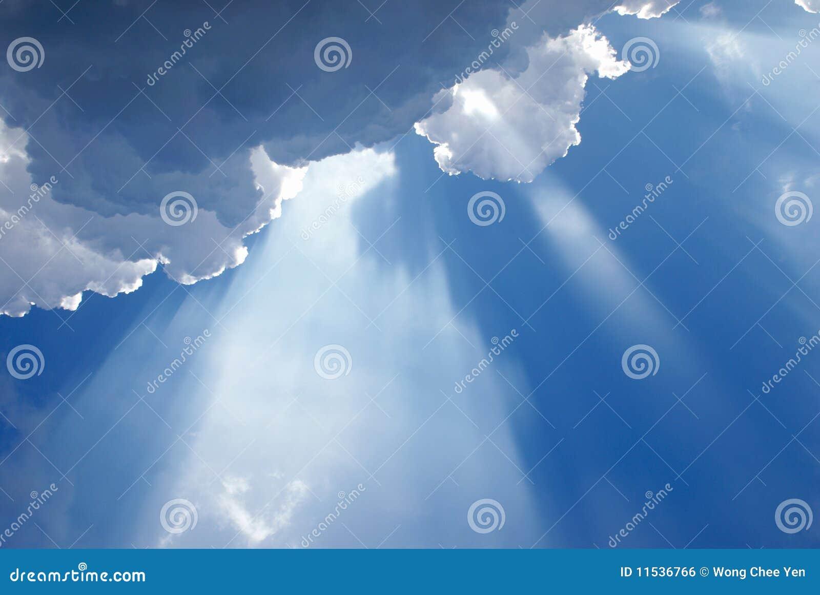 Chmurny nadziemski inspiracyjny światło