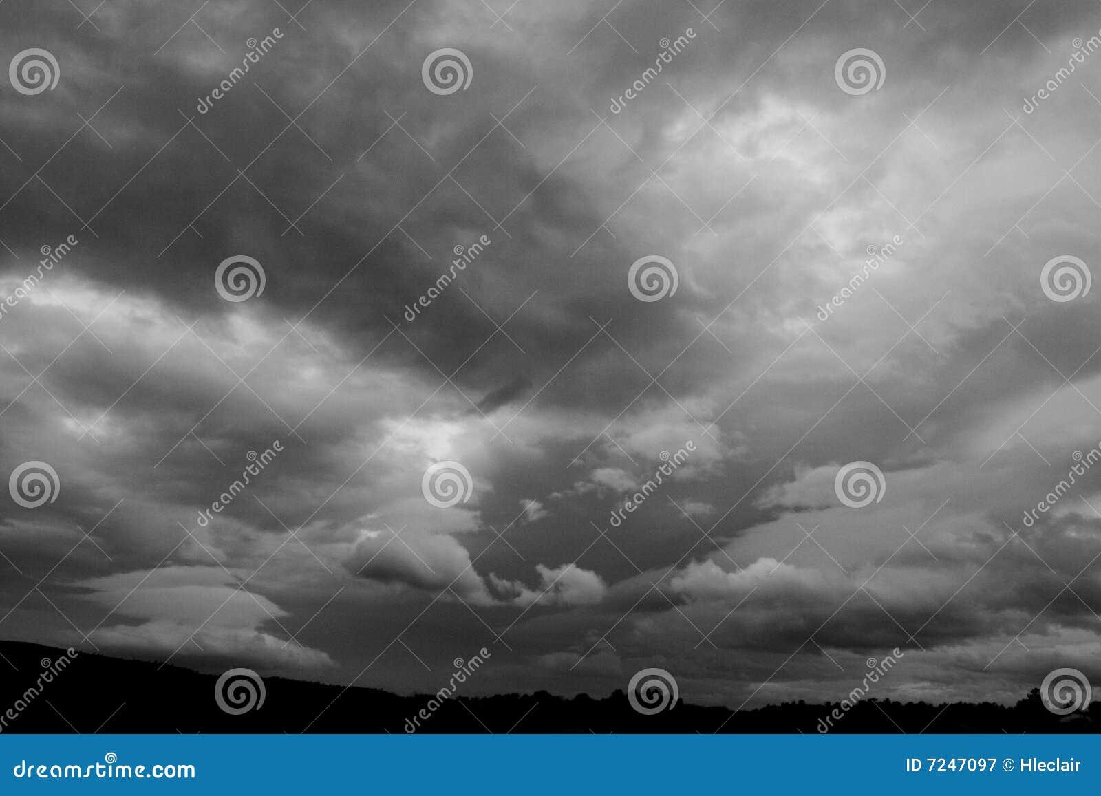 Chmurny niebo