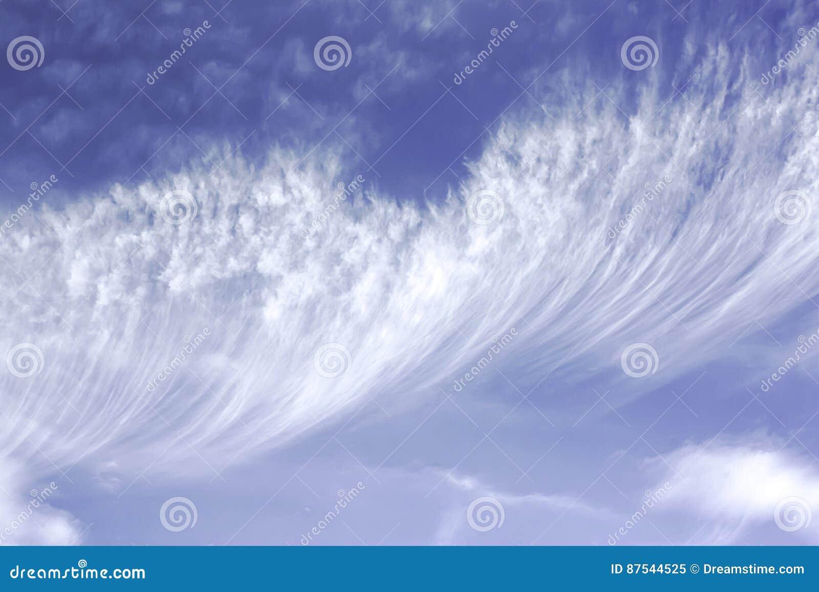 Chmury pierzastej chmura