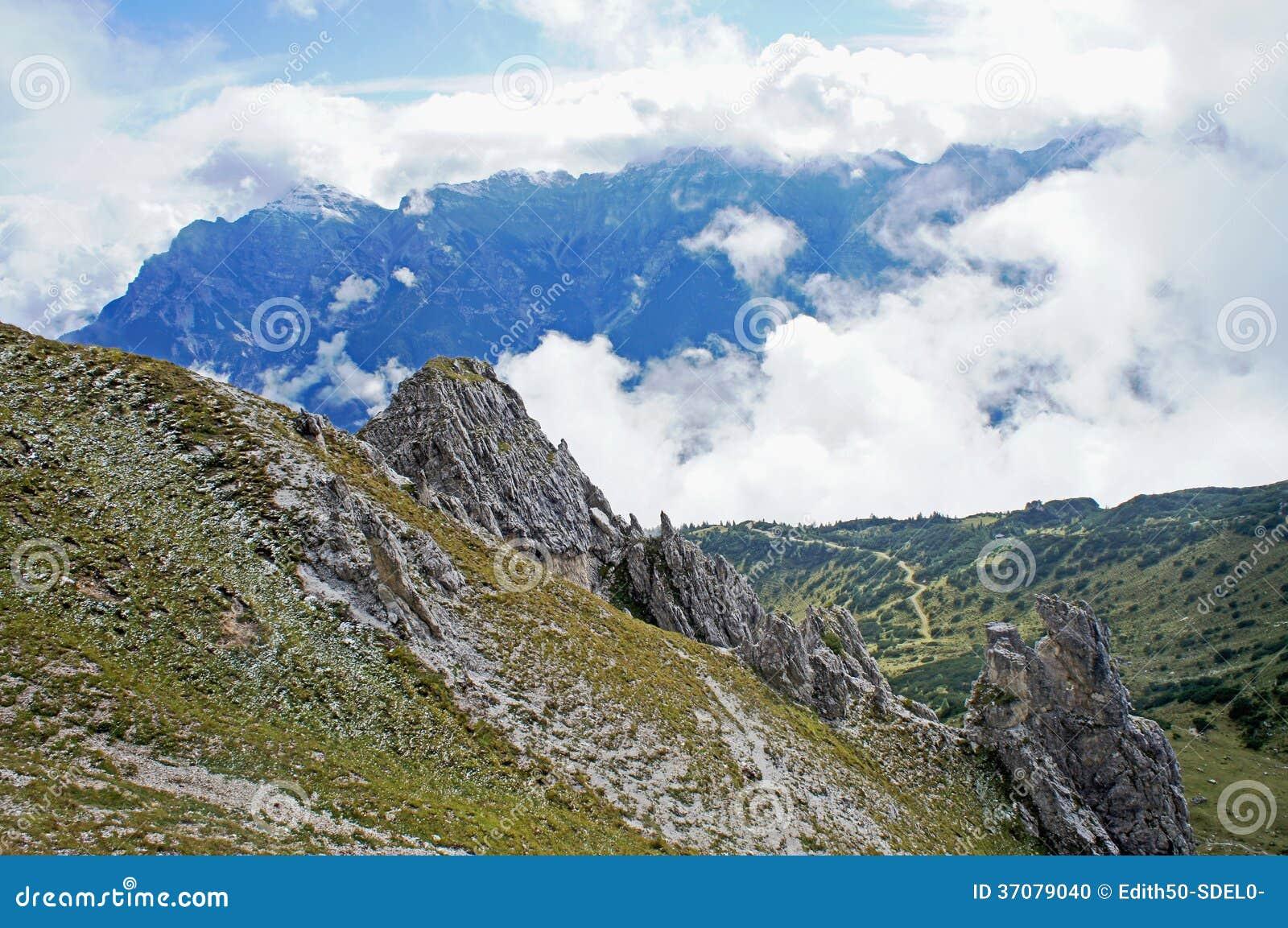 Download Chmury w Stubai dolinie zdjęcie stock. Obraz złożonej z austria - 37079040