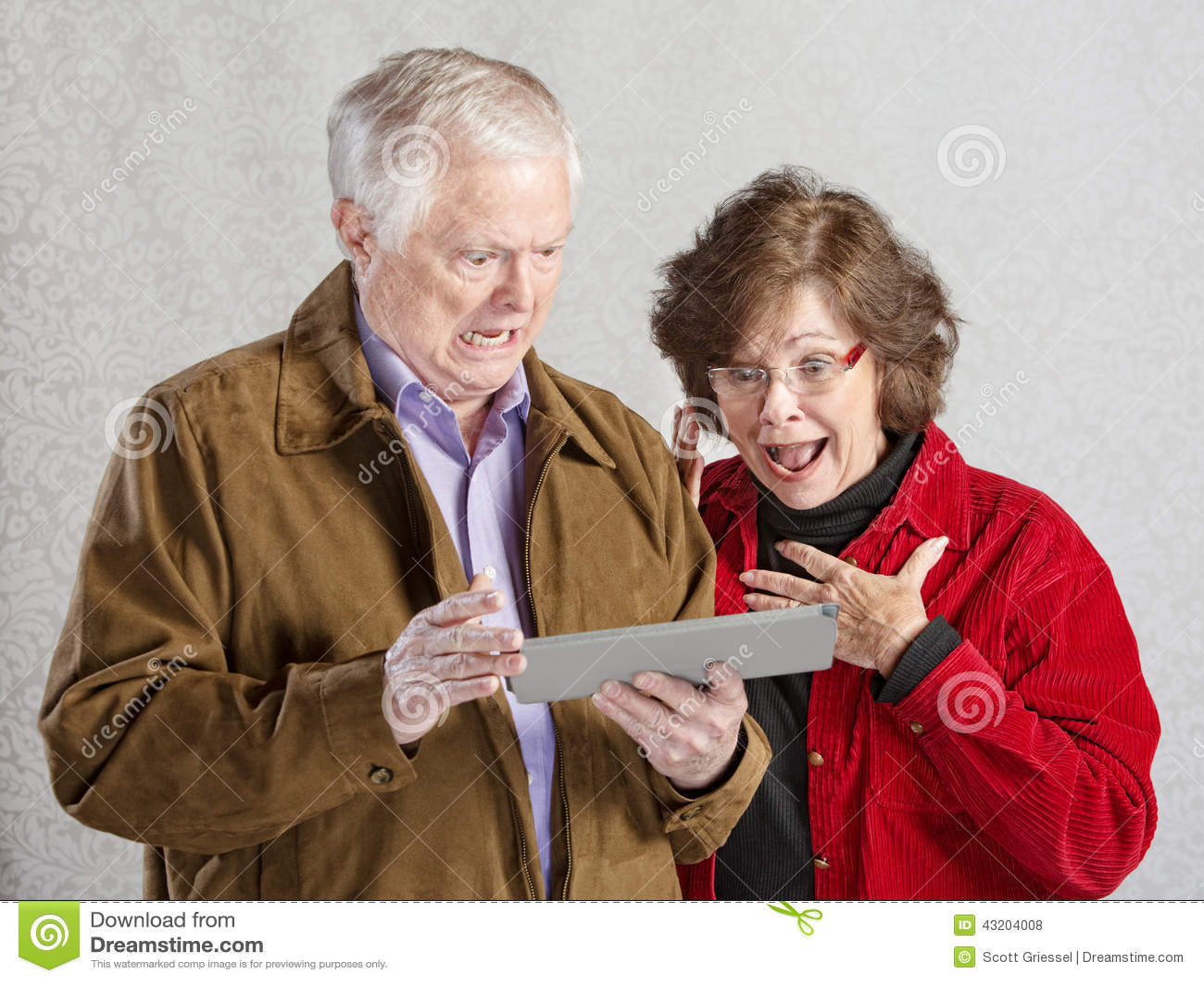 Download Chockade Par Med Minnestavlan Arkivfoto - Bild av pensionär, elder: 43204008