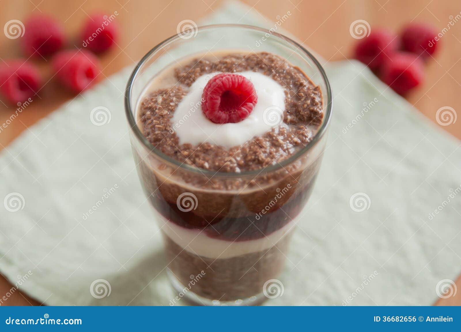 Chocolade Chia Pudding Dessert