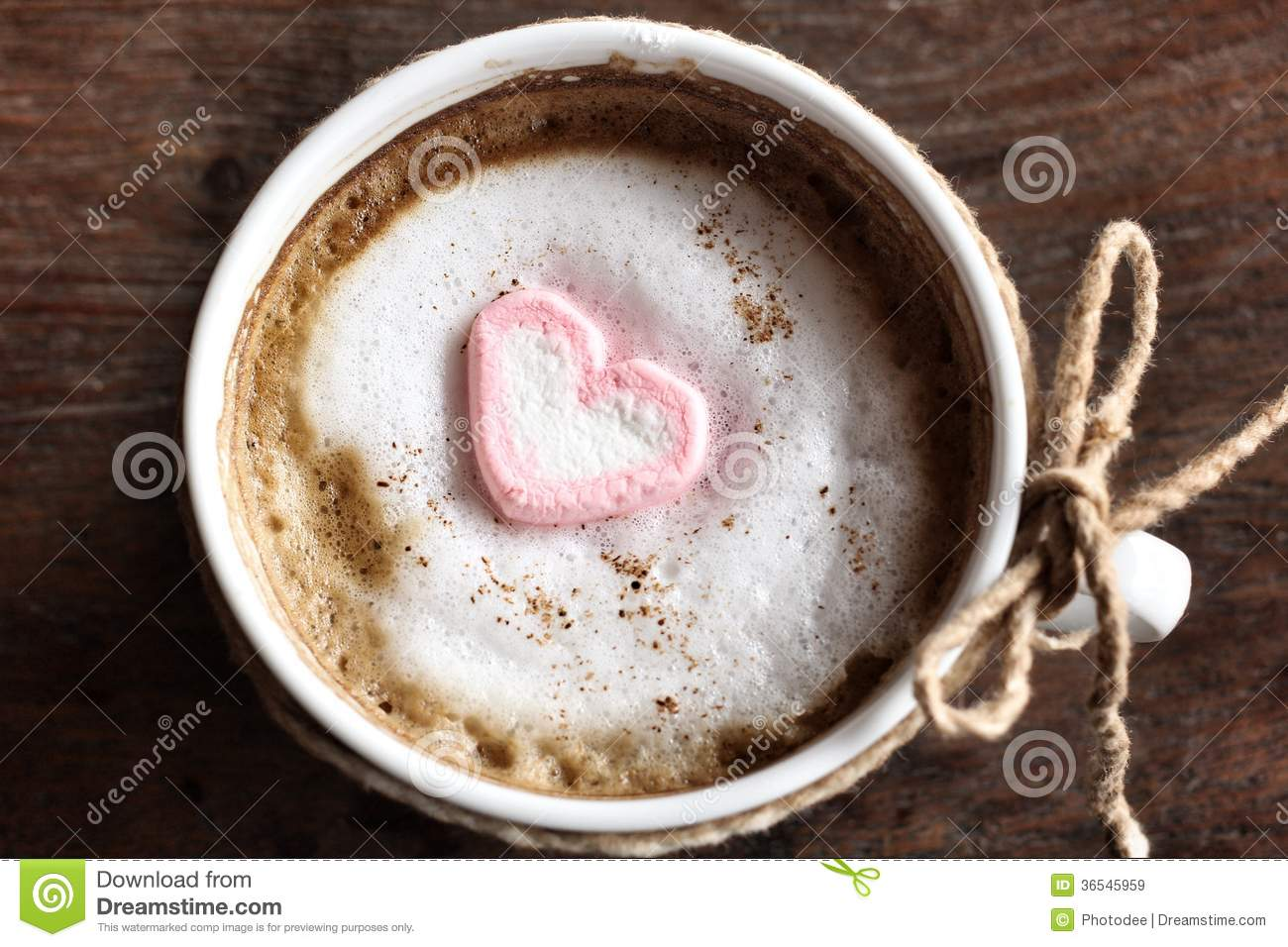 chocolat chaud avec la guimauve de rose de coeur image stock image du closeup vacances 36545959. Black Bedroom Furniture Sets. Home Design Ideas