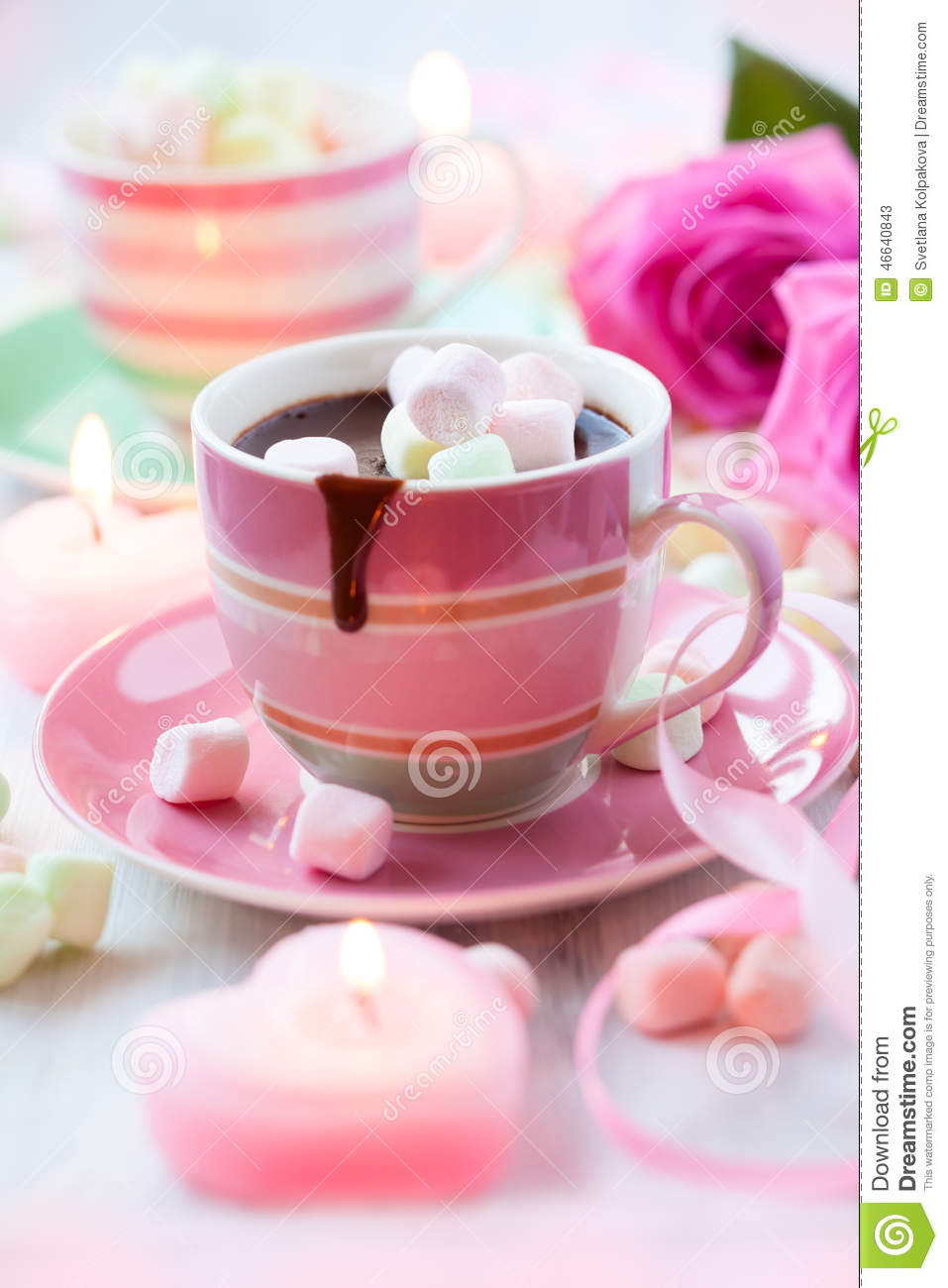 chocolat chaud et guimauve image stock image du assiette 46640843. Black Bedroom Furniture Sets. Home Design Ideas