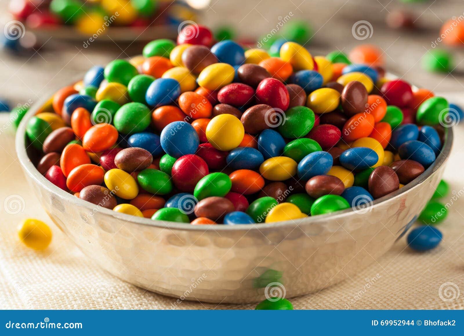 Chocolat enduit de sucrerie colorée d arc-en-ciel