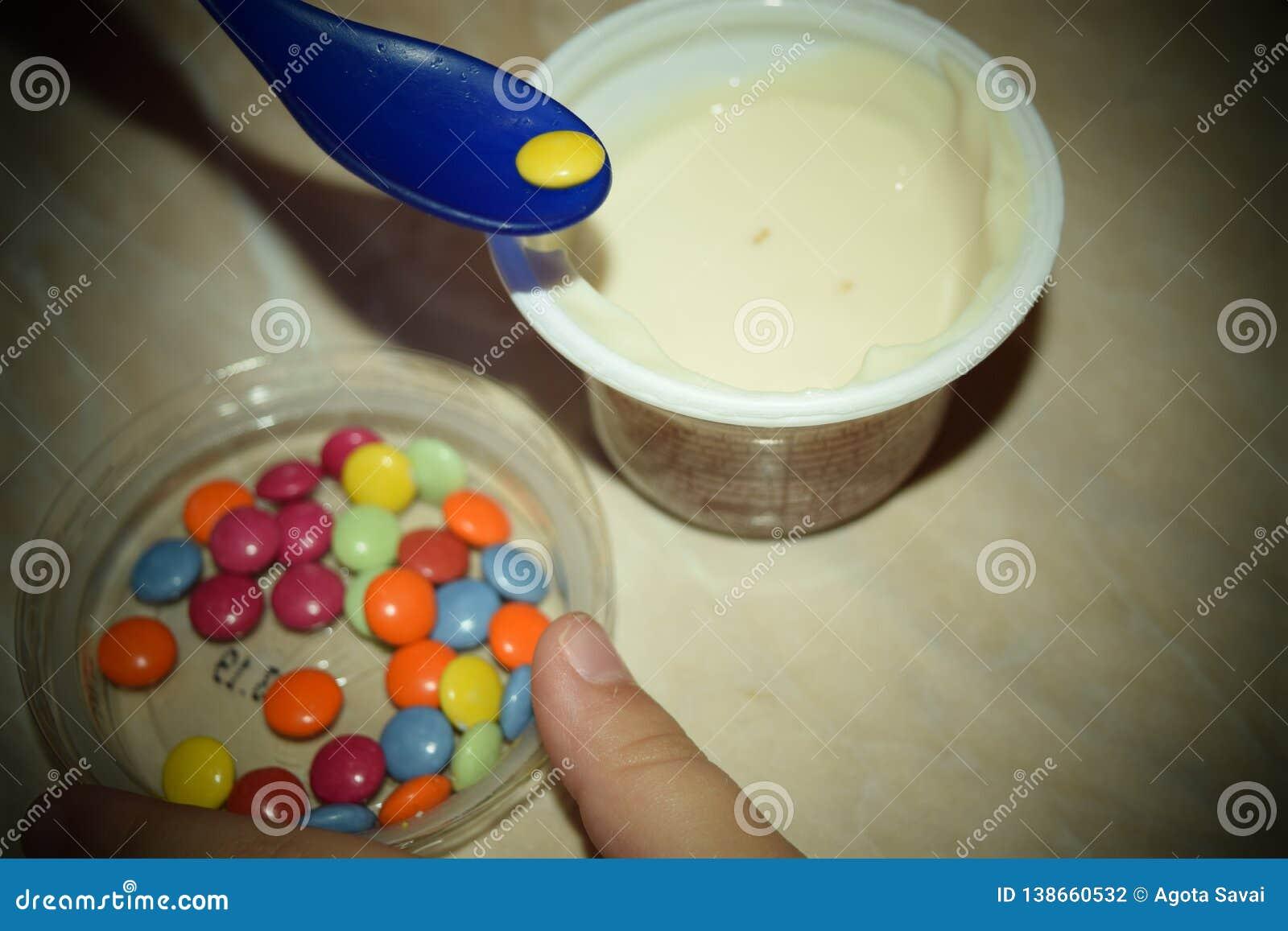 Chocolat enduit de sucrerie colorée d arc-en-ciel Couleur, délicieuse