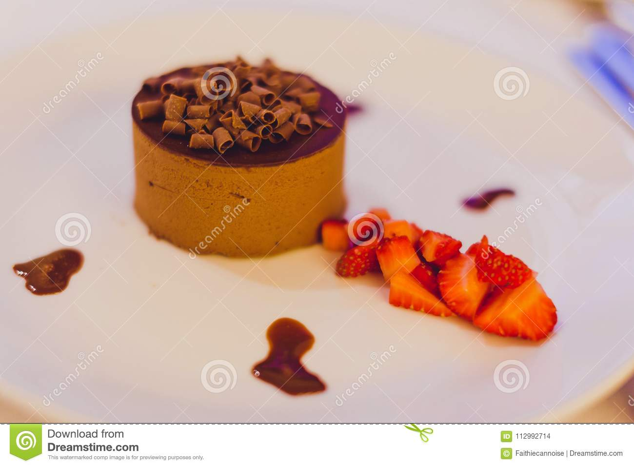 Chocolate cake with strwberries