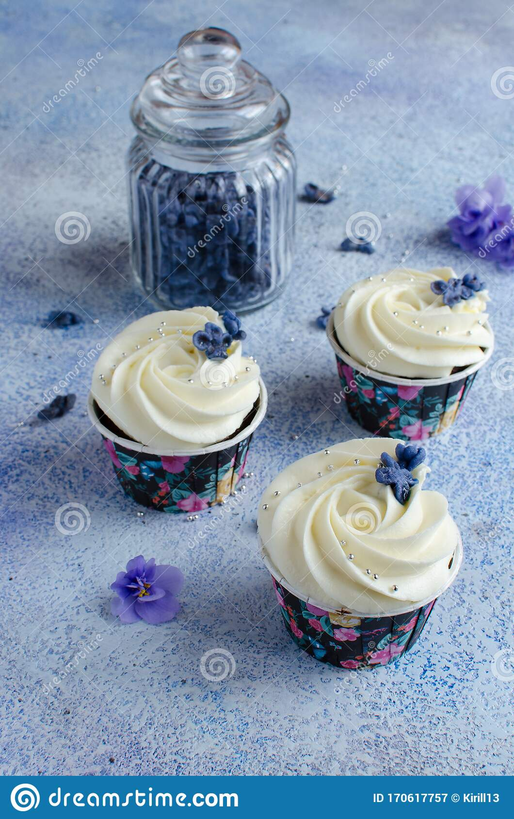 Chocolate Cupcakes Decorated With Cream Cheese Stock Image Image Of Flower Baked 170617757
