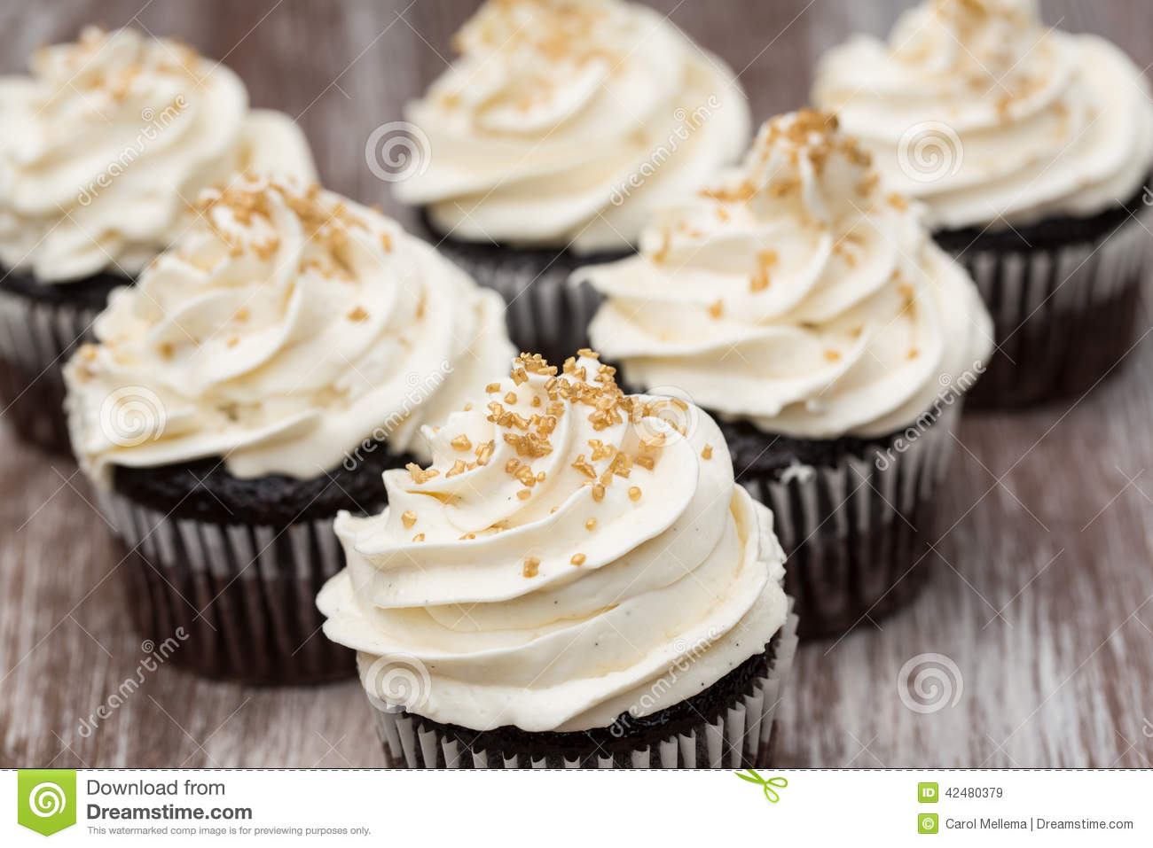 Gold Colored Cake Frosting