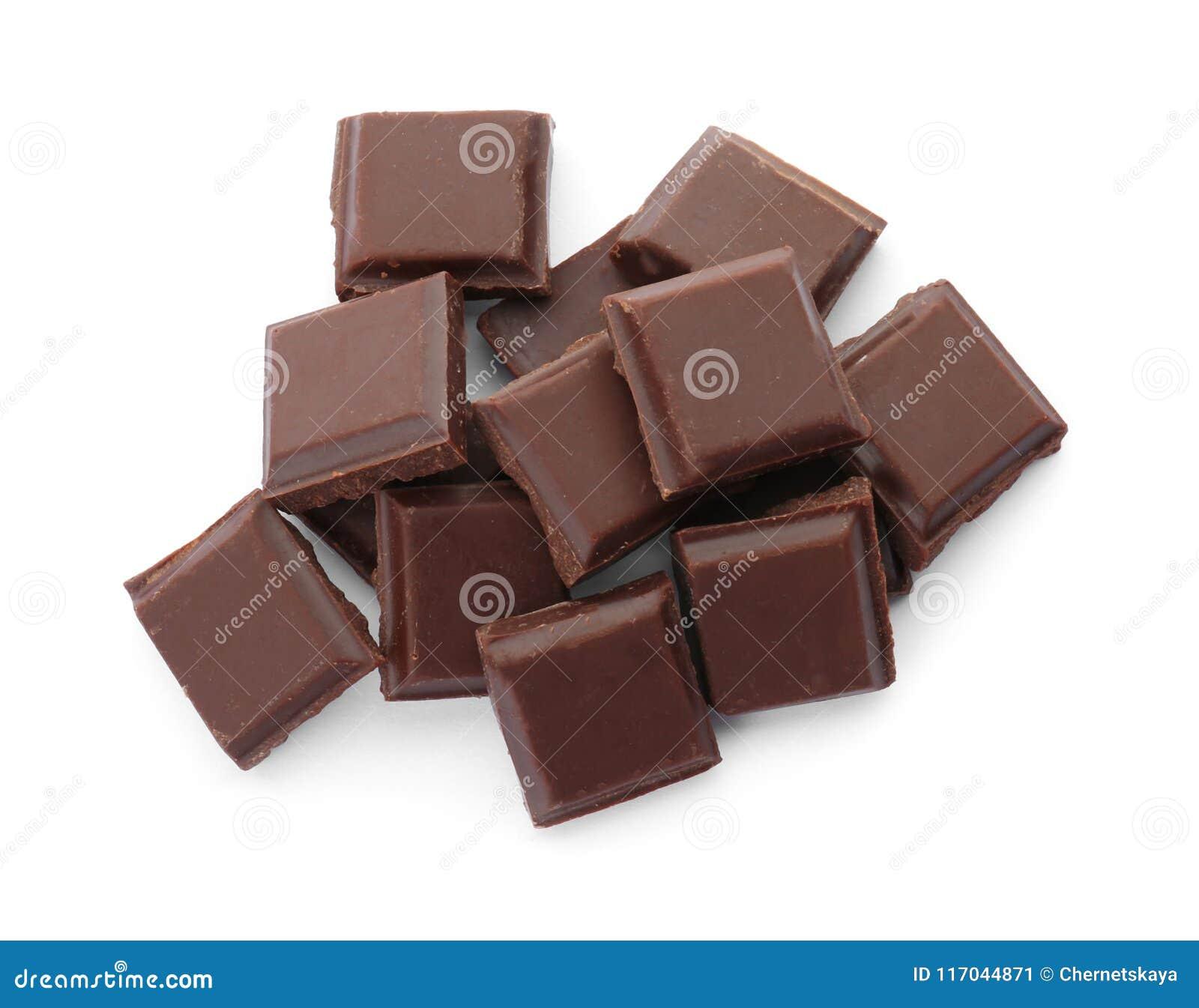 Chocolate preto delicioso no fundo branco