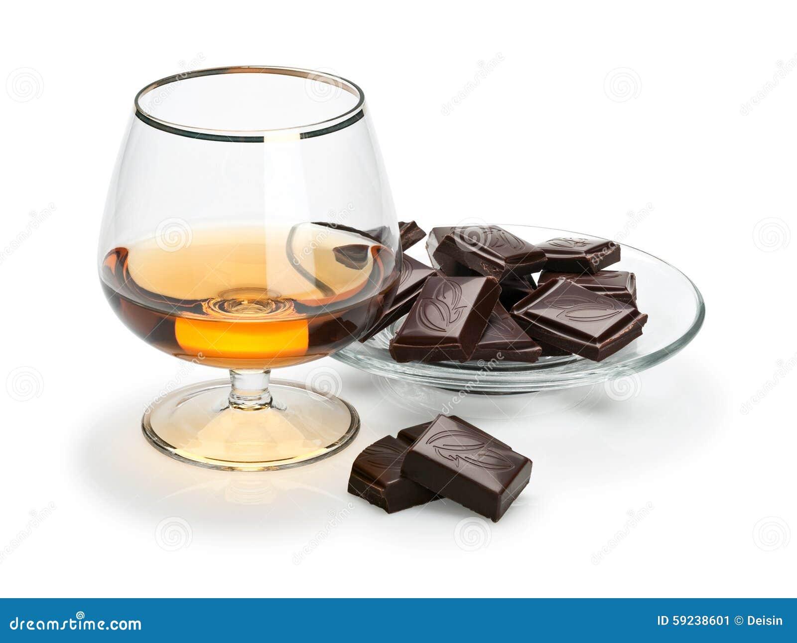 Download Chocolate Y Coñac En Cristalería Se Aísla En Blanco Imagen de archivo - Imagen de aislado, cacao: 59238601
