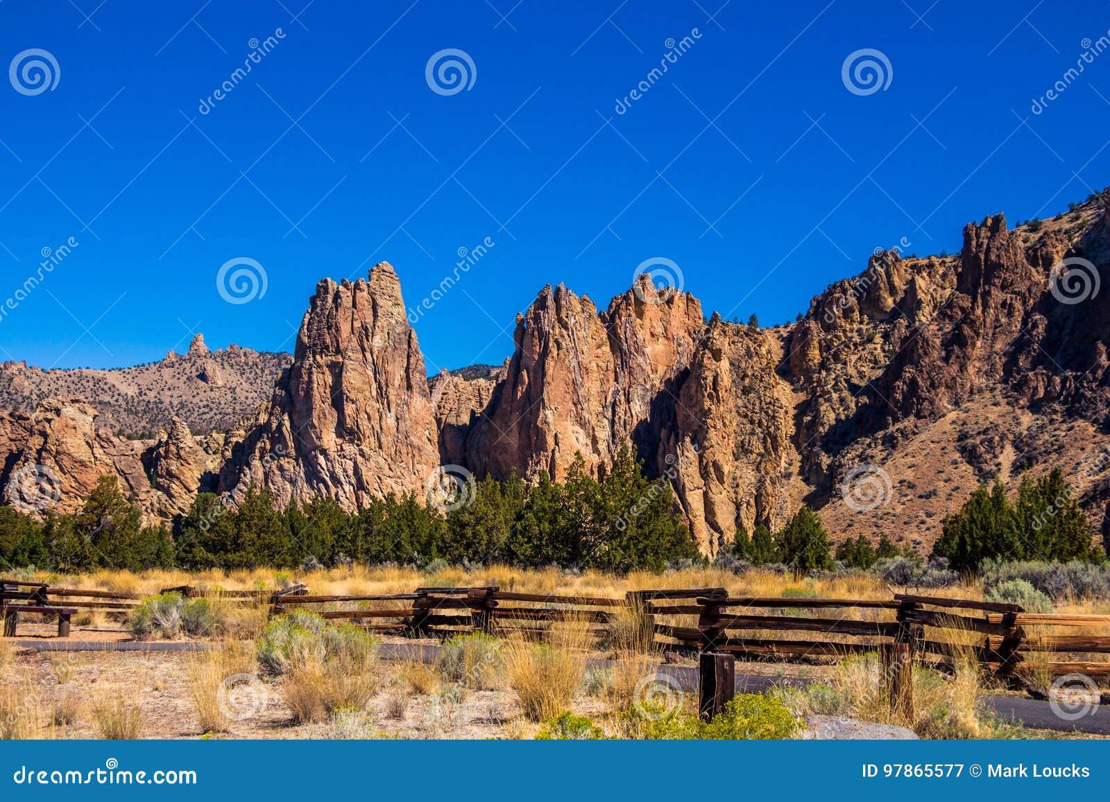 Chodzącej ścieżki Smith skały stanu park Oregon
