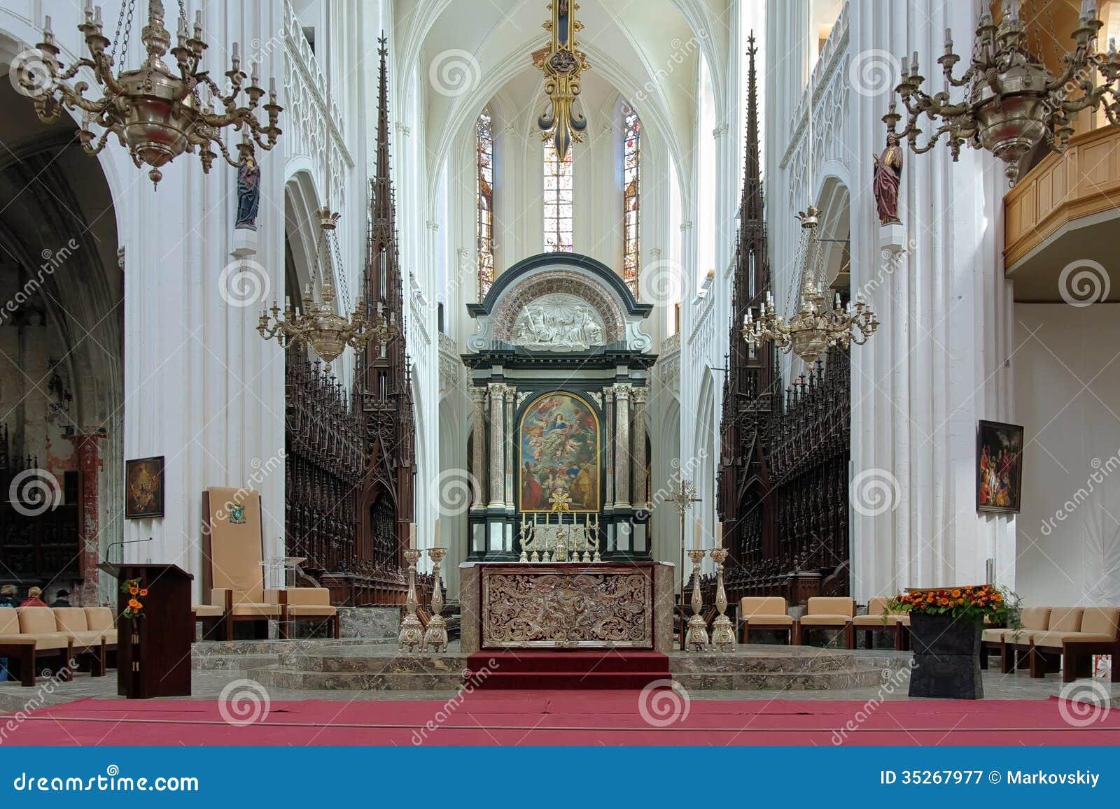http://thumbs.dreamstime.com/z/choeur-et-autel-de-la-cathédrale-de-notre-madame-à-anvers-35267977.jpg