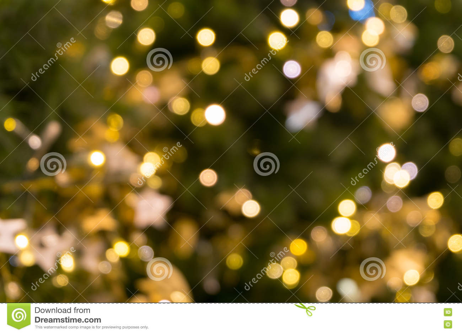 Choinki bokeh światło w zielonym żółtym złotym kolorze, wakacyjny abstrakcjonistyczny tło, zamazuje defocused
