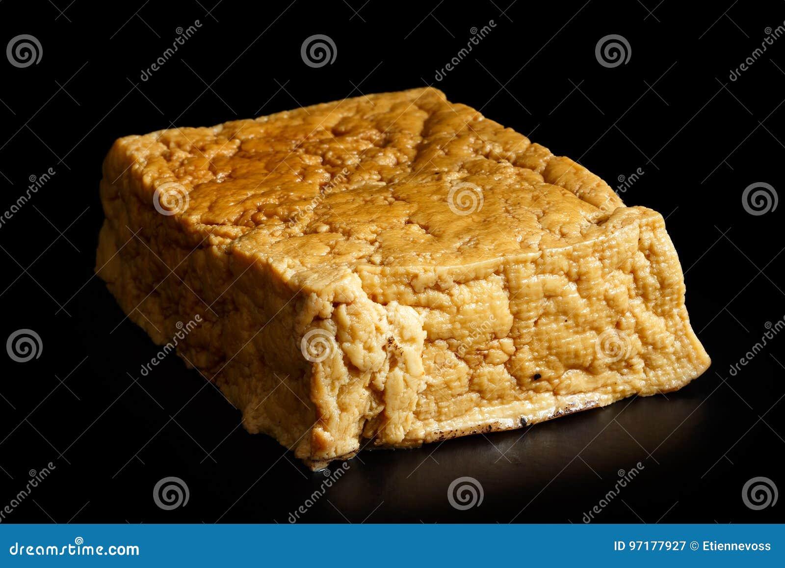Choisissez le bloc de tofu fumé