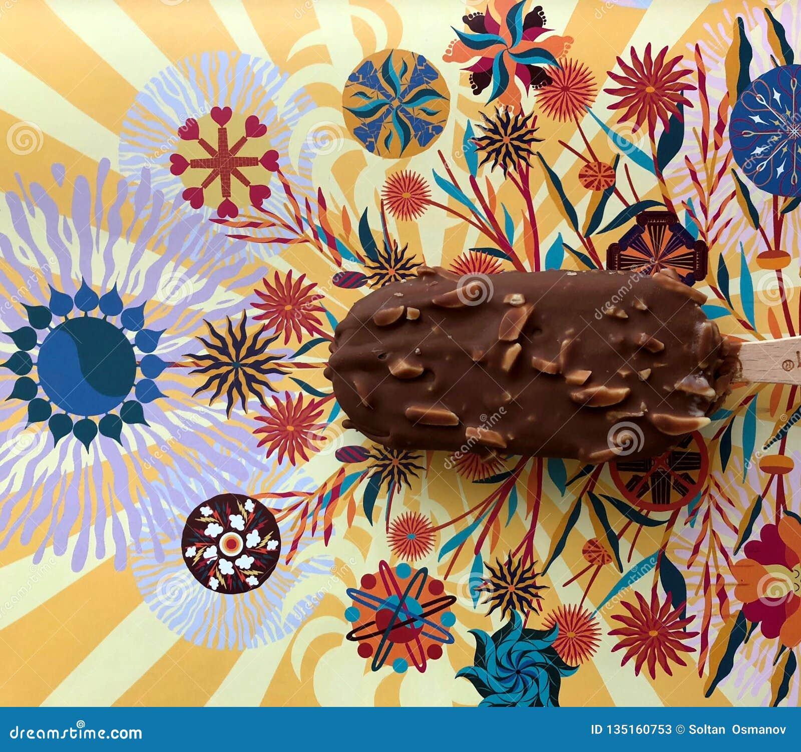Chokladglass på papper med härliga modeller