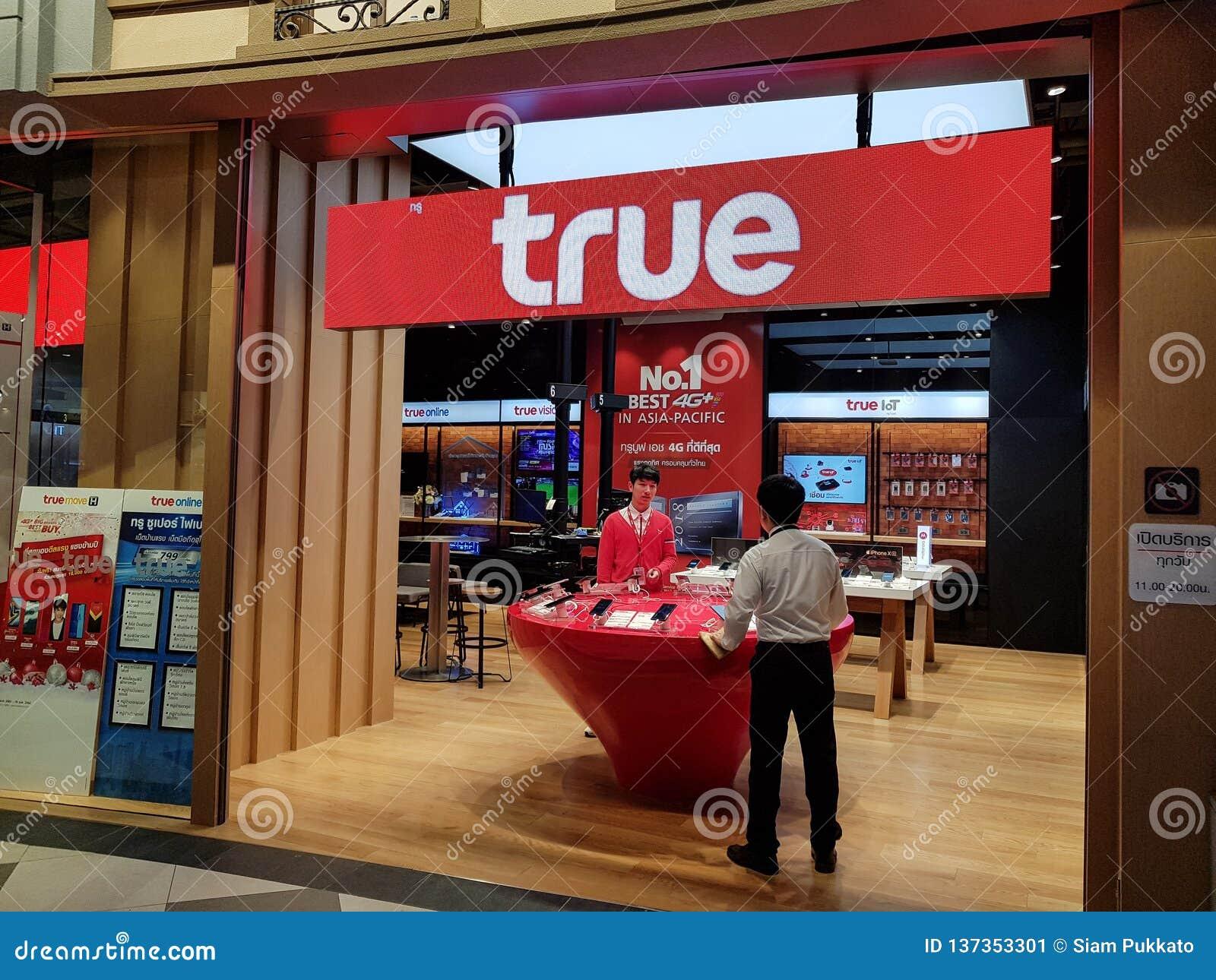 Chon Buri Thailand - December 21, 2018: Den riktiga flyttningen shoppar service till kunder och folk, den Pattaya för terminal 21