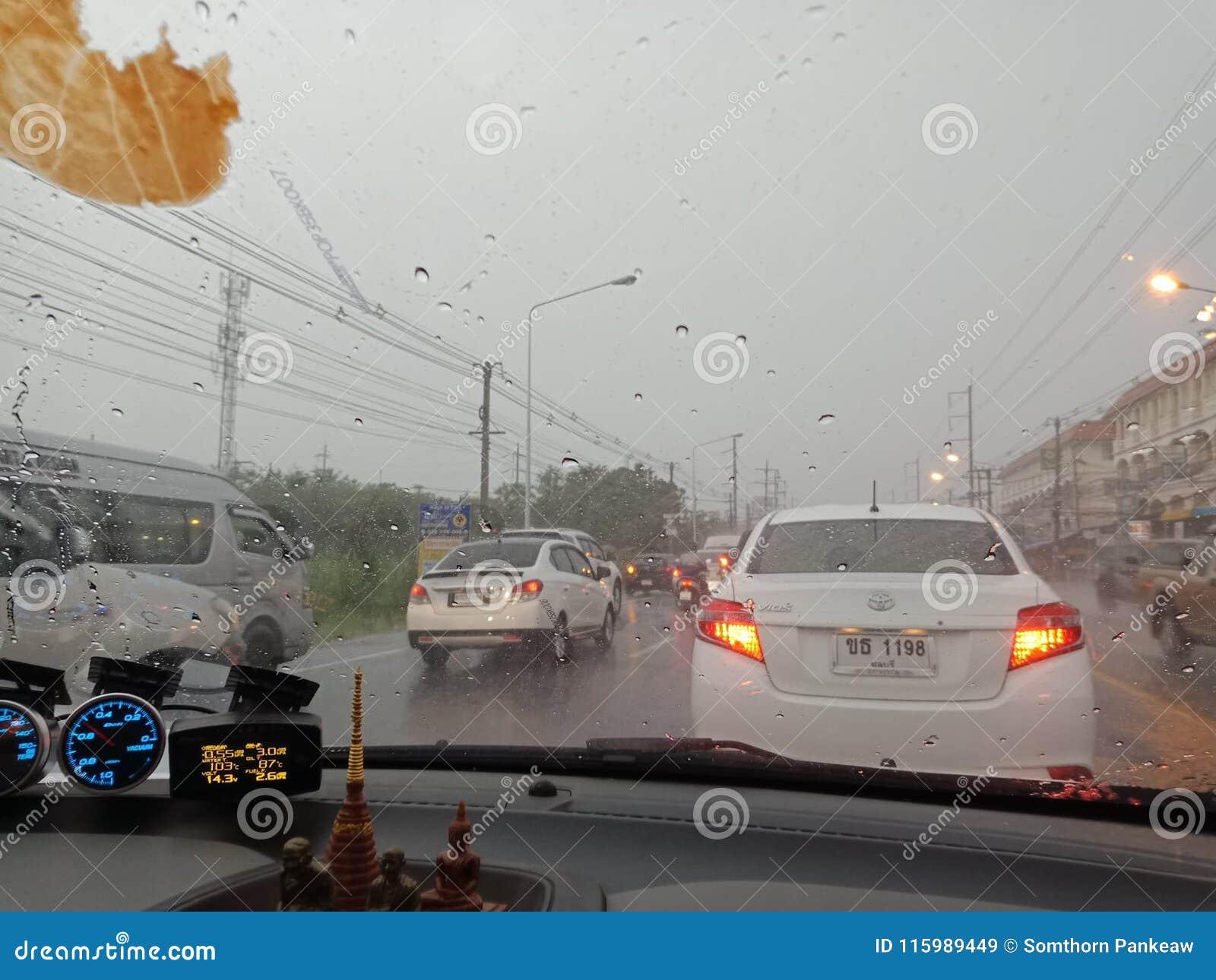 CHONBURI, ТАИЛАНД 09,2018 -ГО МАРТ: Гроза ` s Chonburi на мамах
