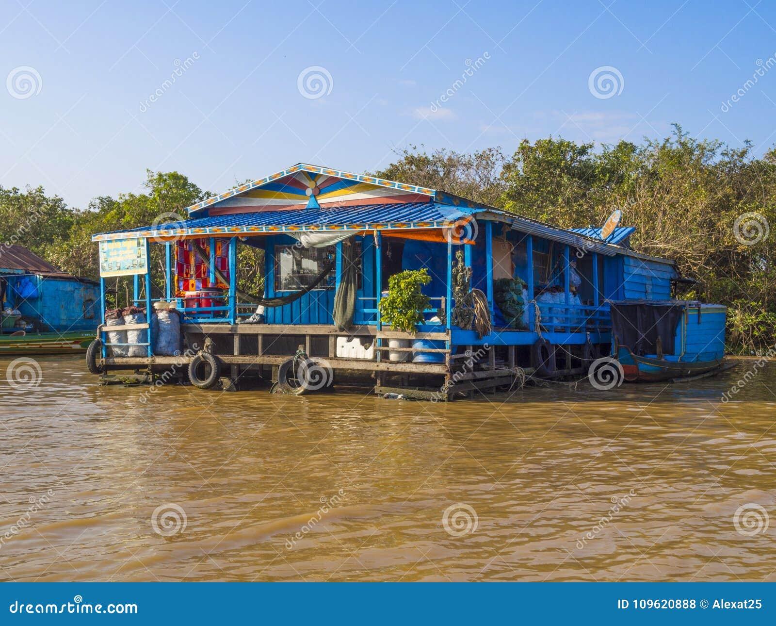 Chong Kneas - Cambodja, färgrik sväva by