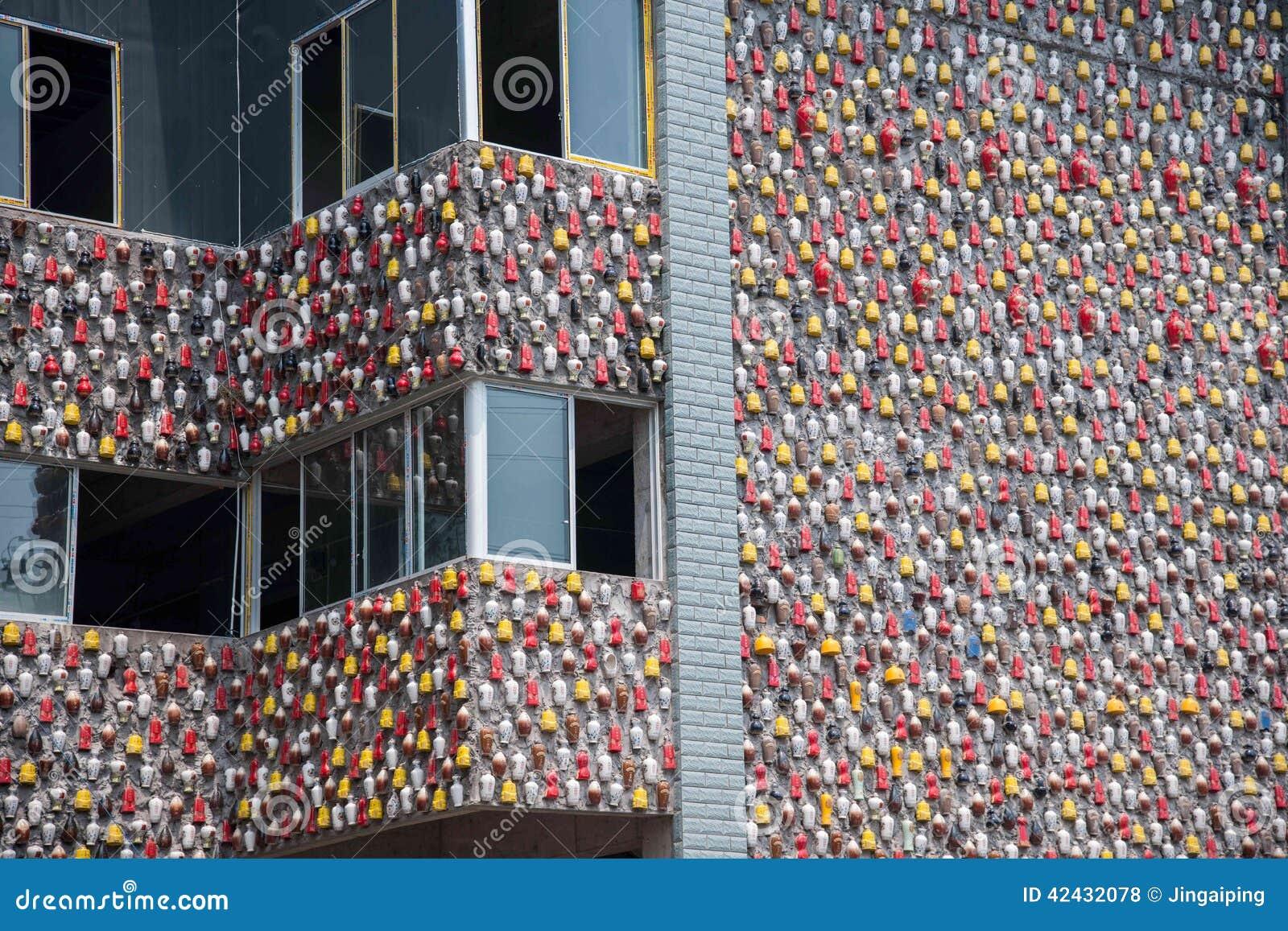 Chongqing Shi Guohua Ceramics Co , Ltd los tanques desechados con un palillo en una pared
