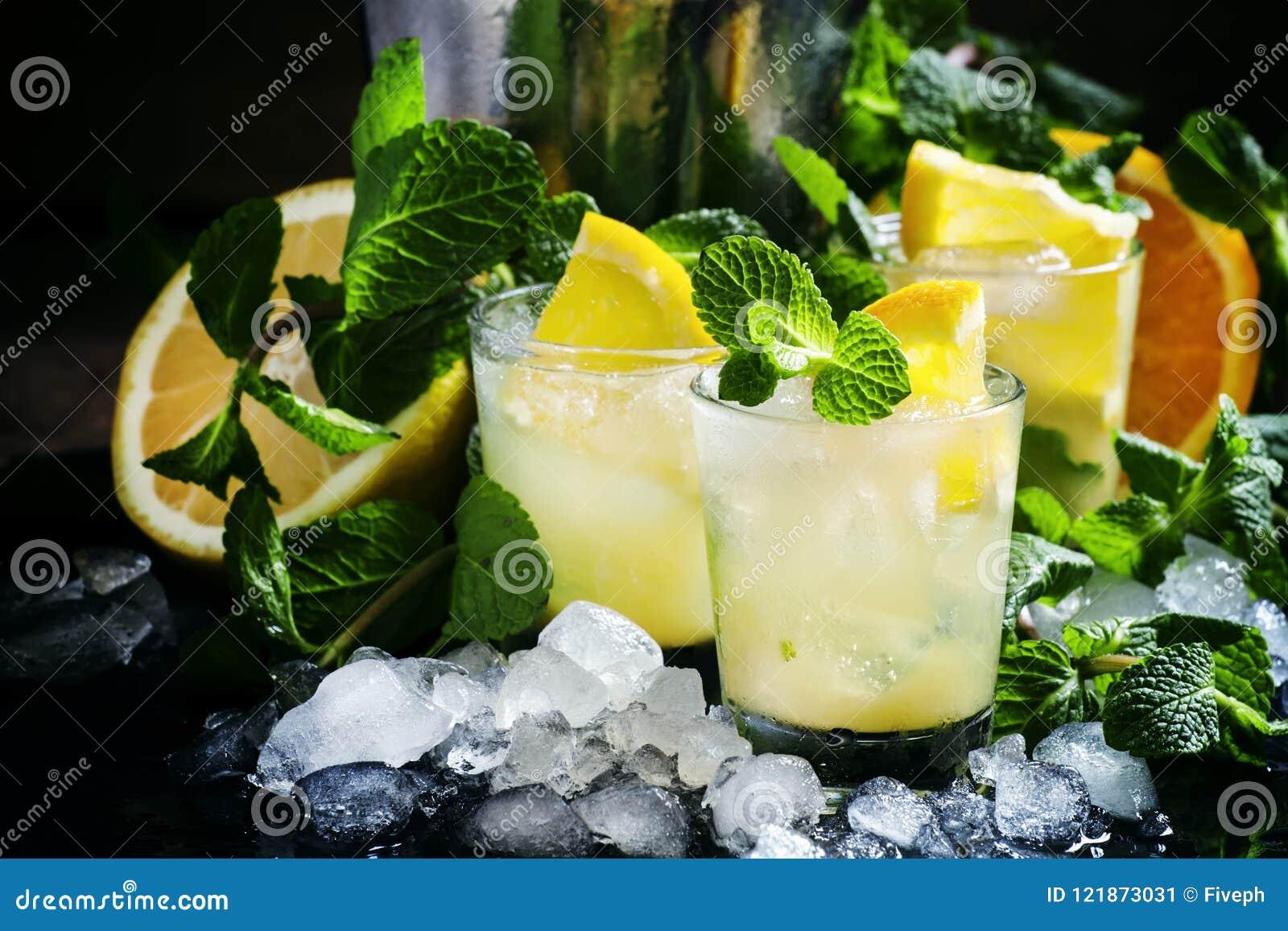 Choque alcohólico de Marruecos del cóctel con el whisky escocés, syru del azúcar