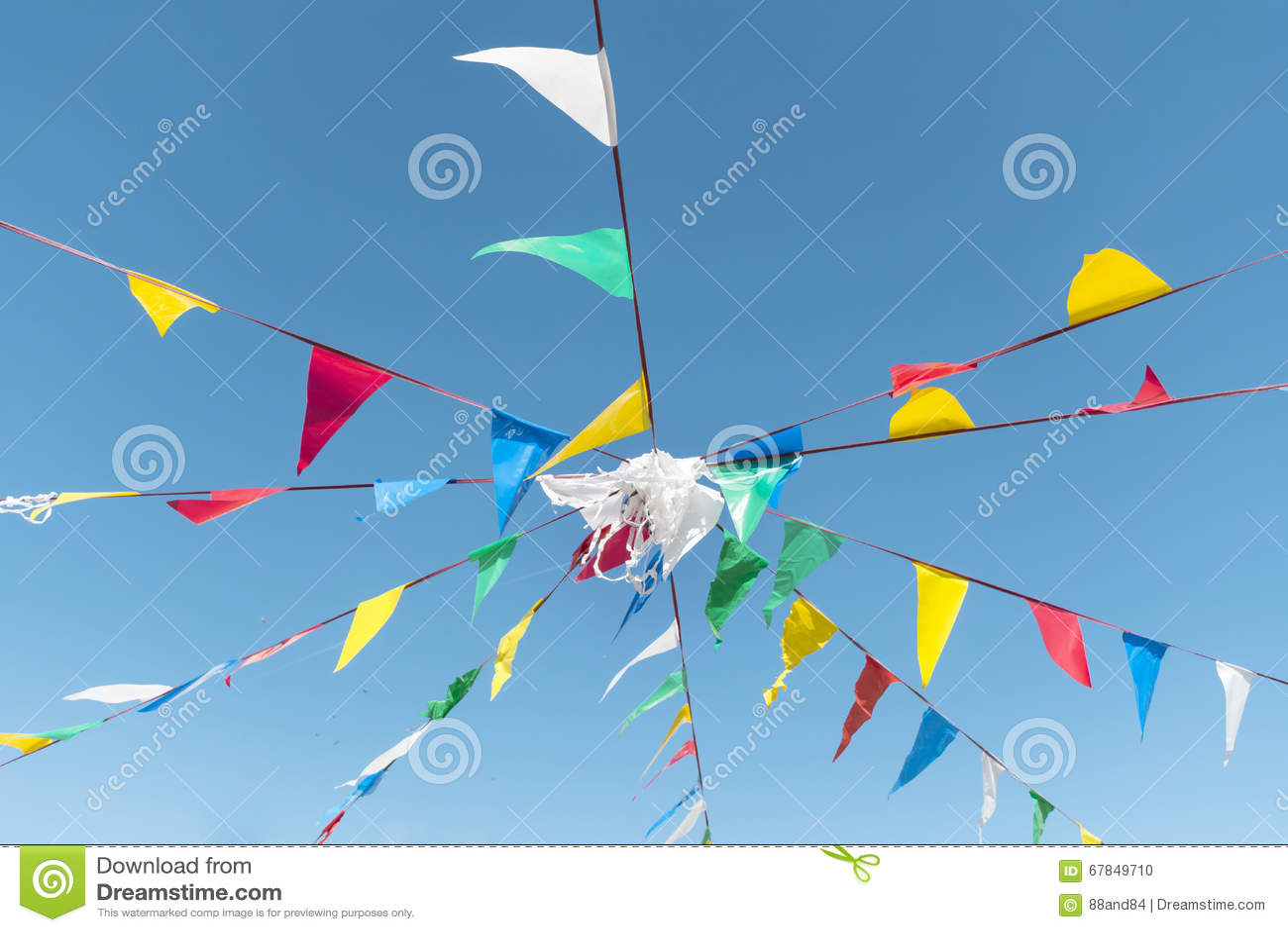 Chorągiewki przyjęcia flaga Na A niebieskim niebie