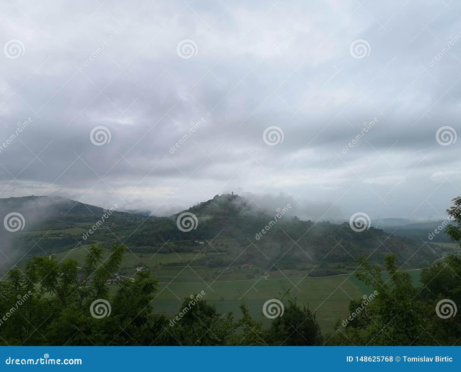 Chorwacja, Istria, Mglisty Motovun/