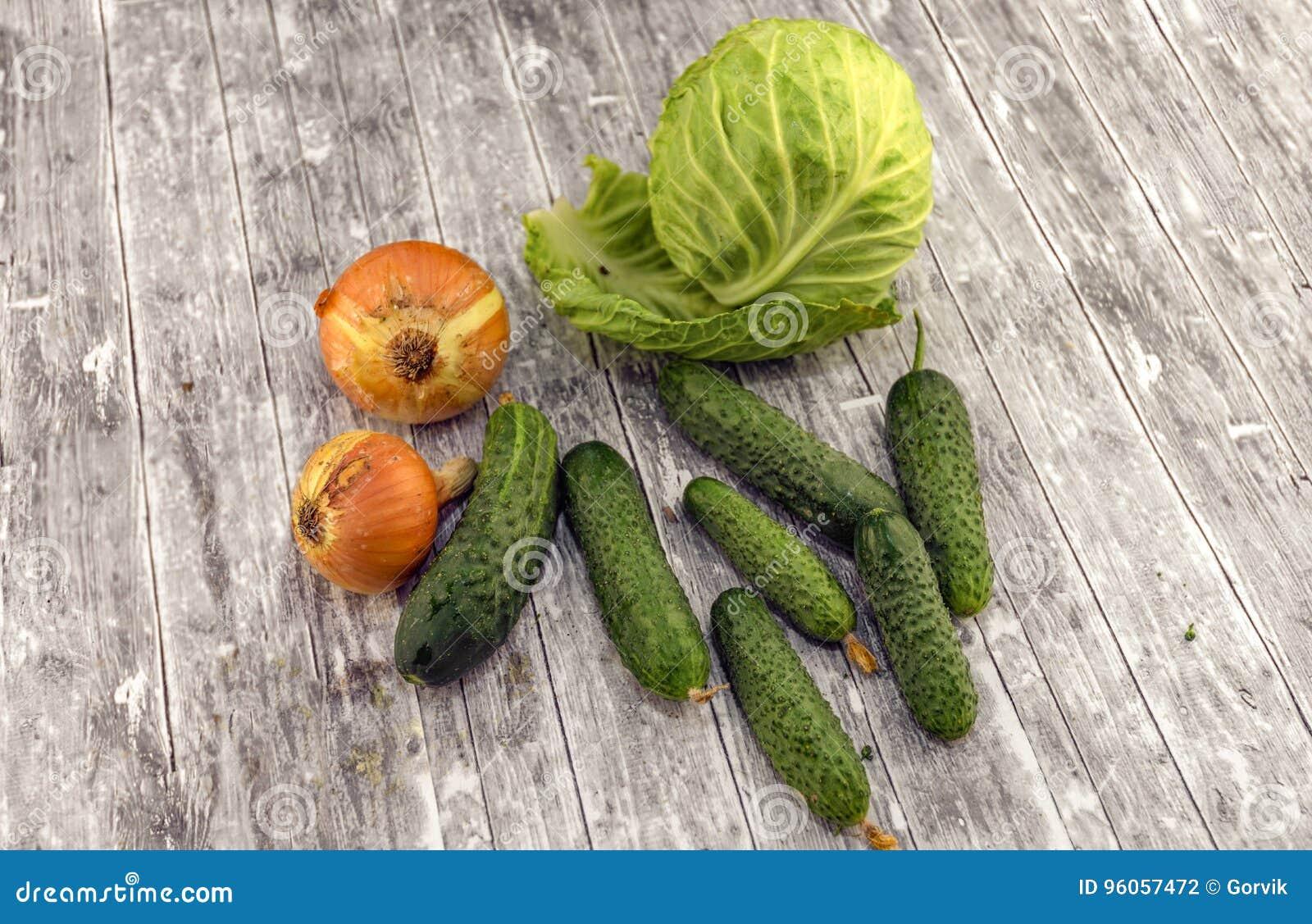 Chou, concombres et oignon