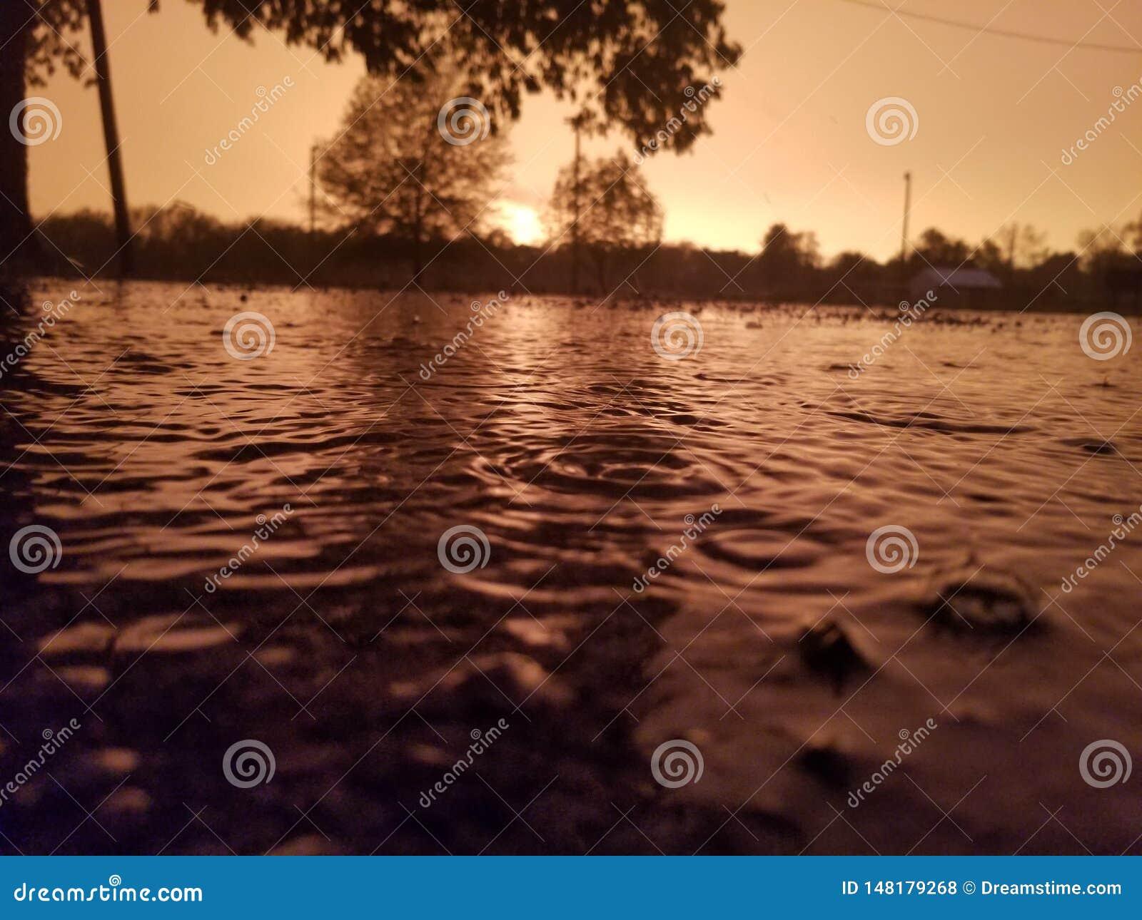 Chovendo o por do sol