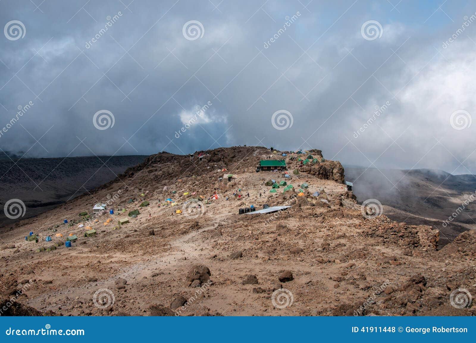 Choza y campo, Kilimanjaro de Barafu