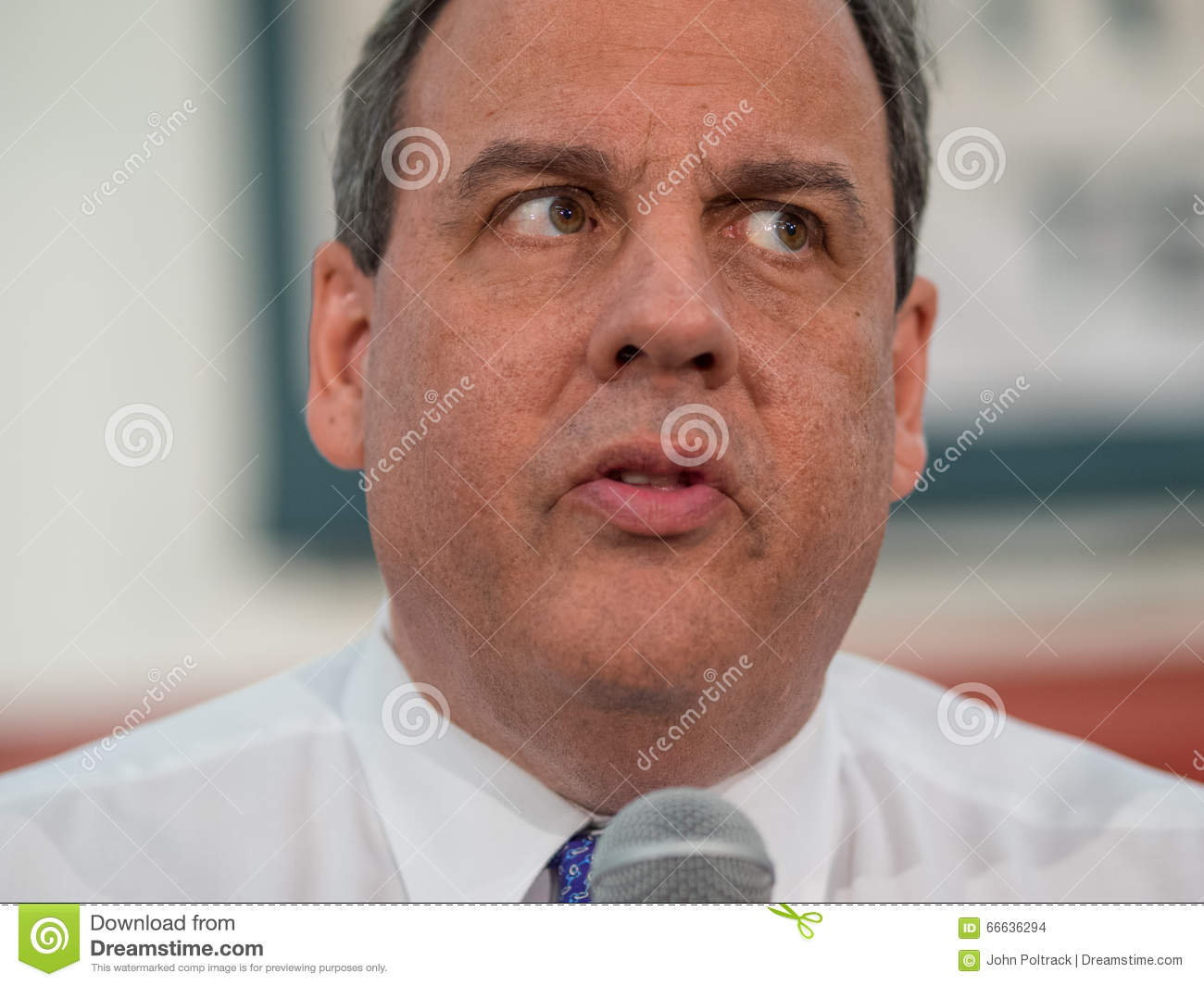 <b>Chris Christie</b> Town Hall Meeting Image stock éditorial - chris-christie-town-hall-meeting-66636294