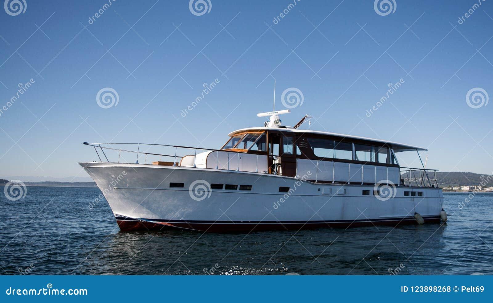 Chris Craft yacht på havet i British Columbia