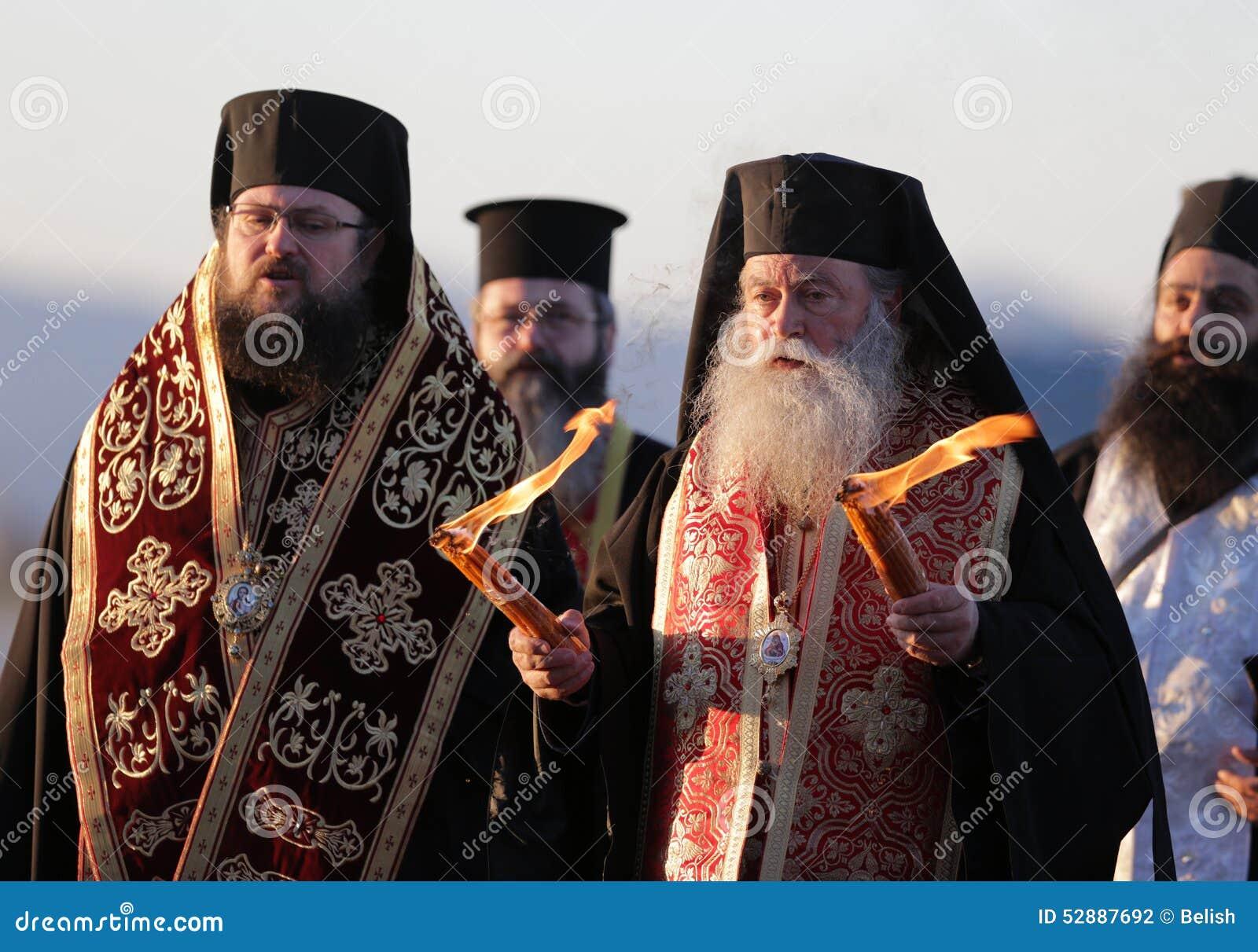 Christelijke priesters heilige heilige brand