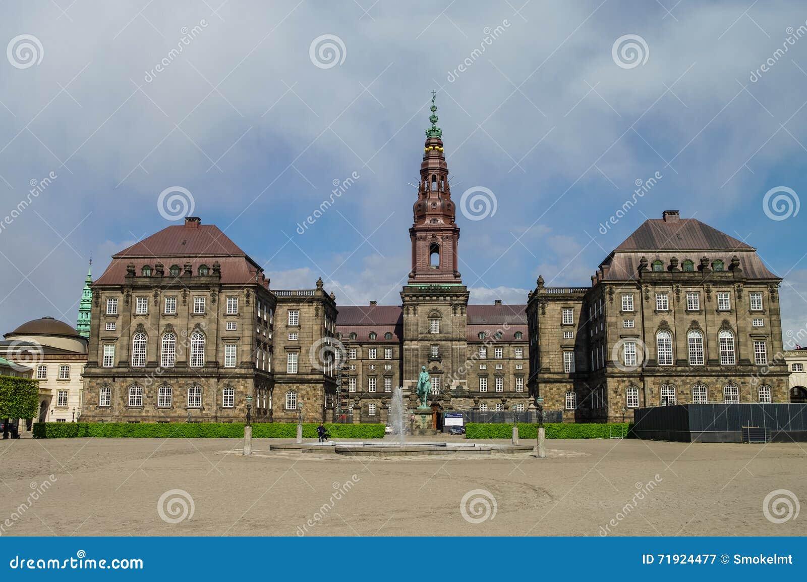 Christianborg宫殿正面图在哥本哈根,丹麦 Copenhag
