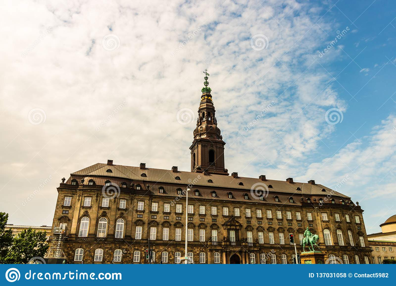 Christiansborg宫殿在哥本哈根是丹麦议会的位子