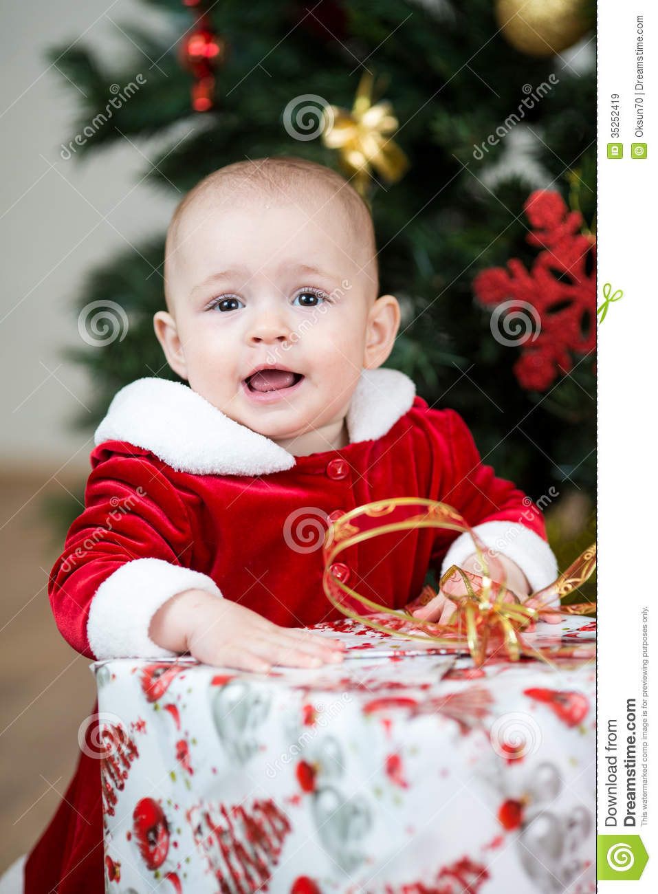 Christmas Baby Girl With Big Gift Royalty Free Stock Images ...