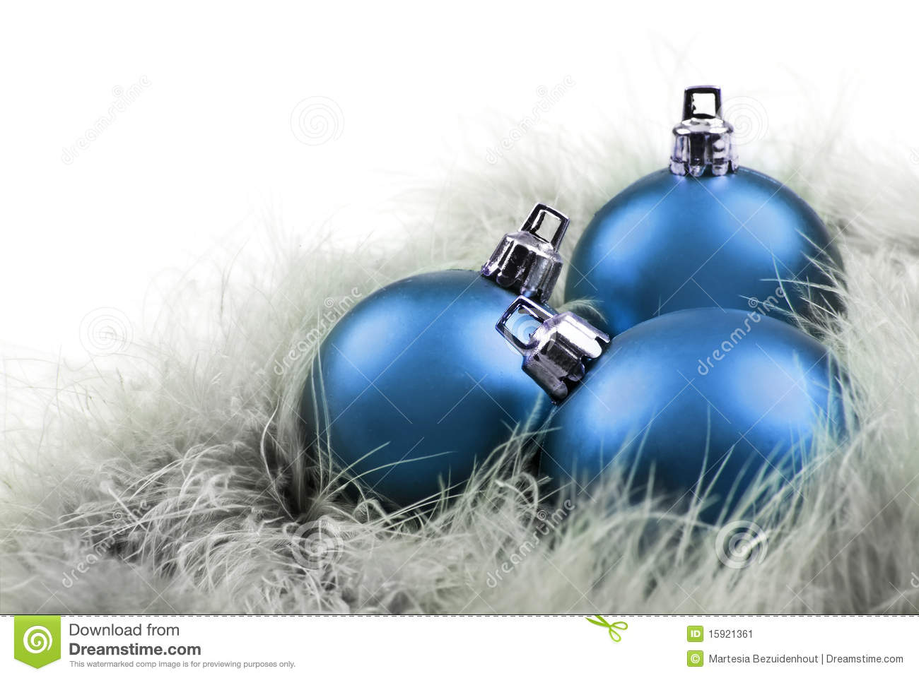 Weihnachtskugeln Blau.Christmas Balls In In Blue On Feathers Stock Image Image Of Hang