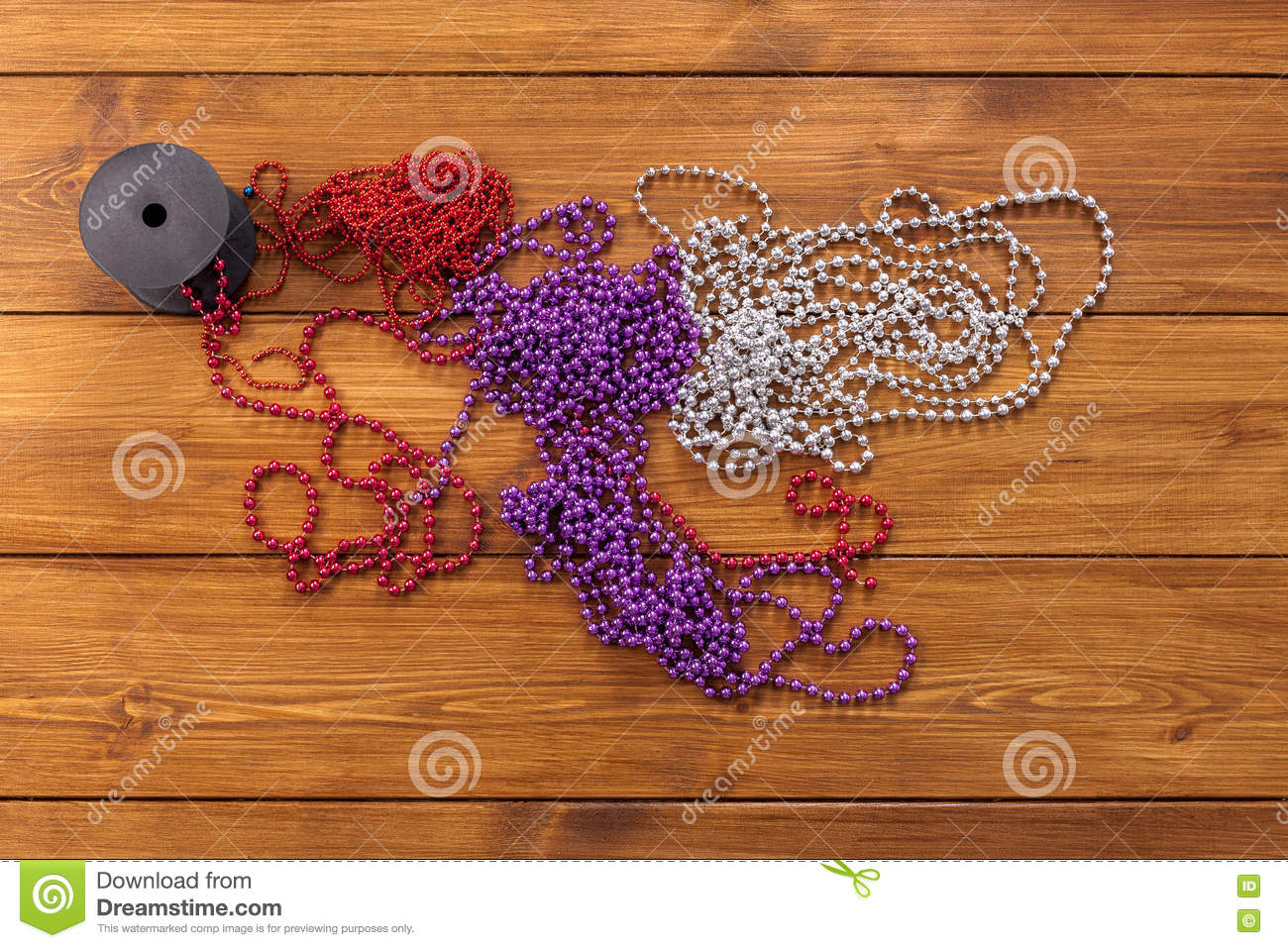 Christmas Bead Garland Decorations Prepare For Winter Holidays Background Stock Image Image Of Background Border 80321425