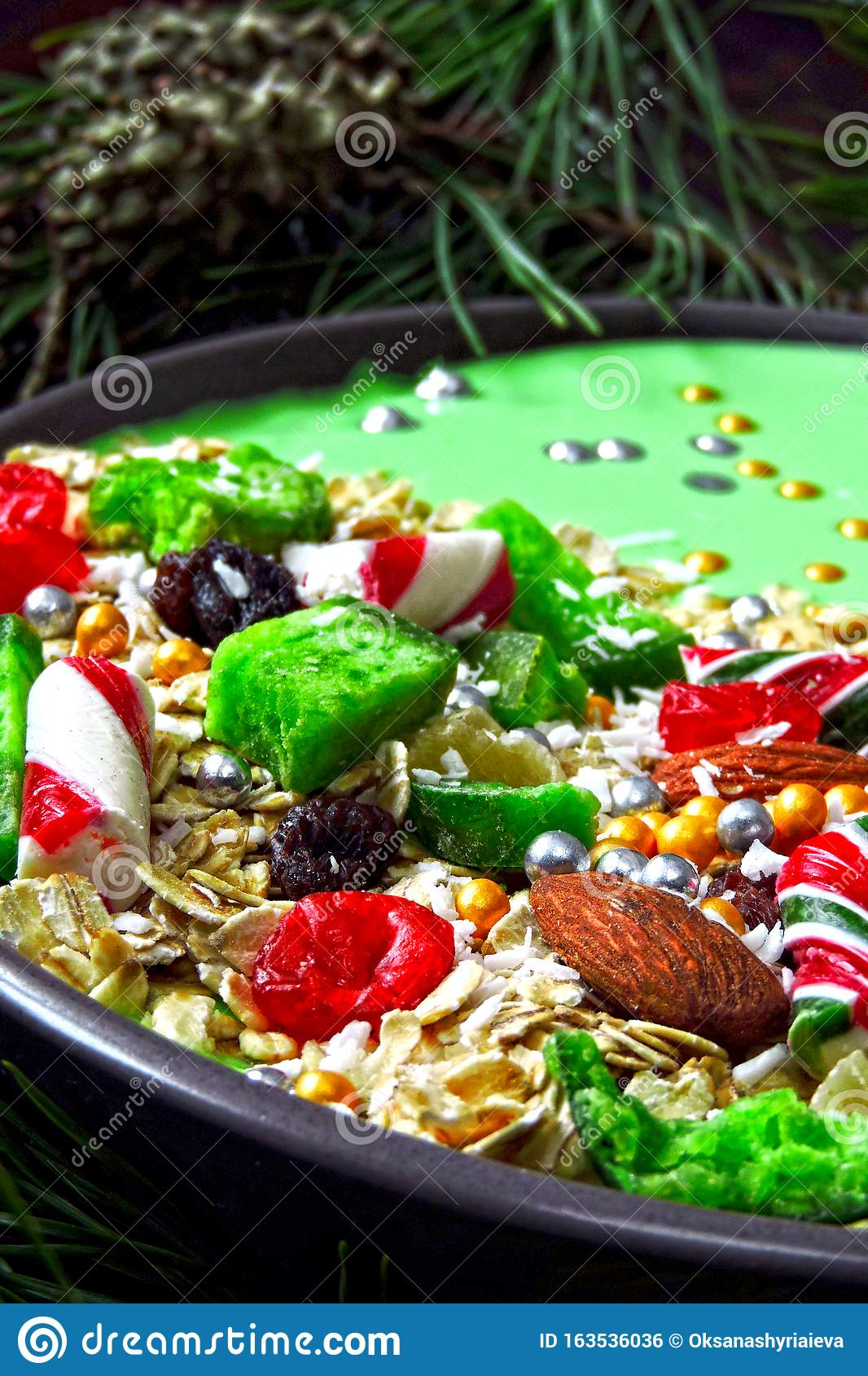 Christmas Breakfast Bowl With Green Smoothie And Christmas ...
