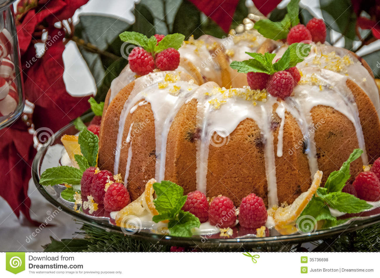 Decorating A Bundt Cake For Christmas