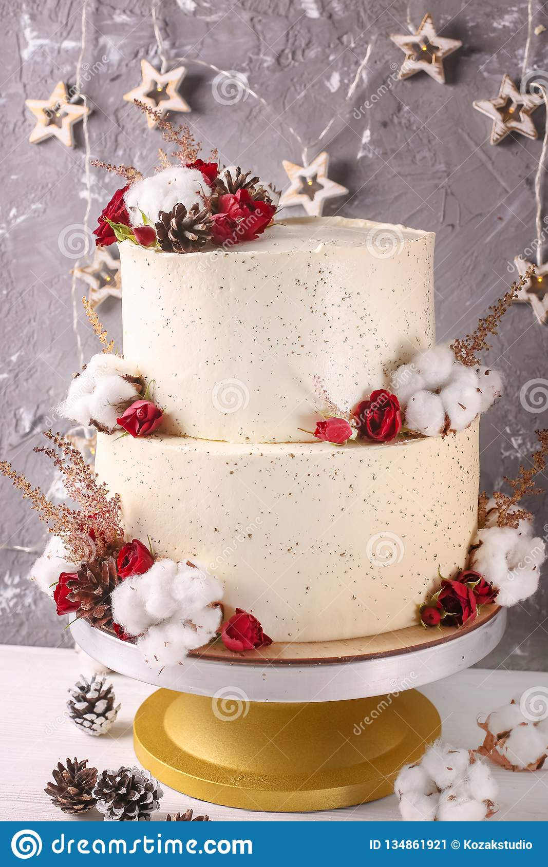 Christmas Cake With Flowers And Chocolate Wedding Details
