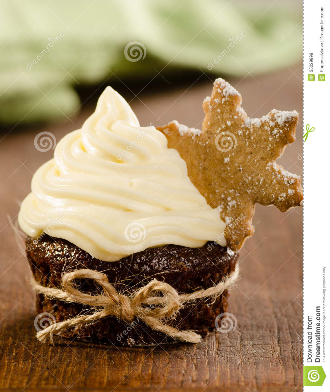 Christmas Cupcake With Snow Flake Cookie On Top With ...