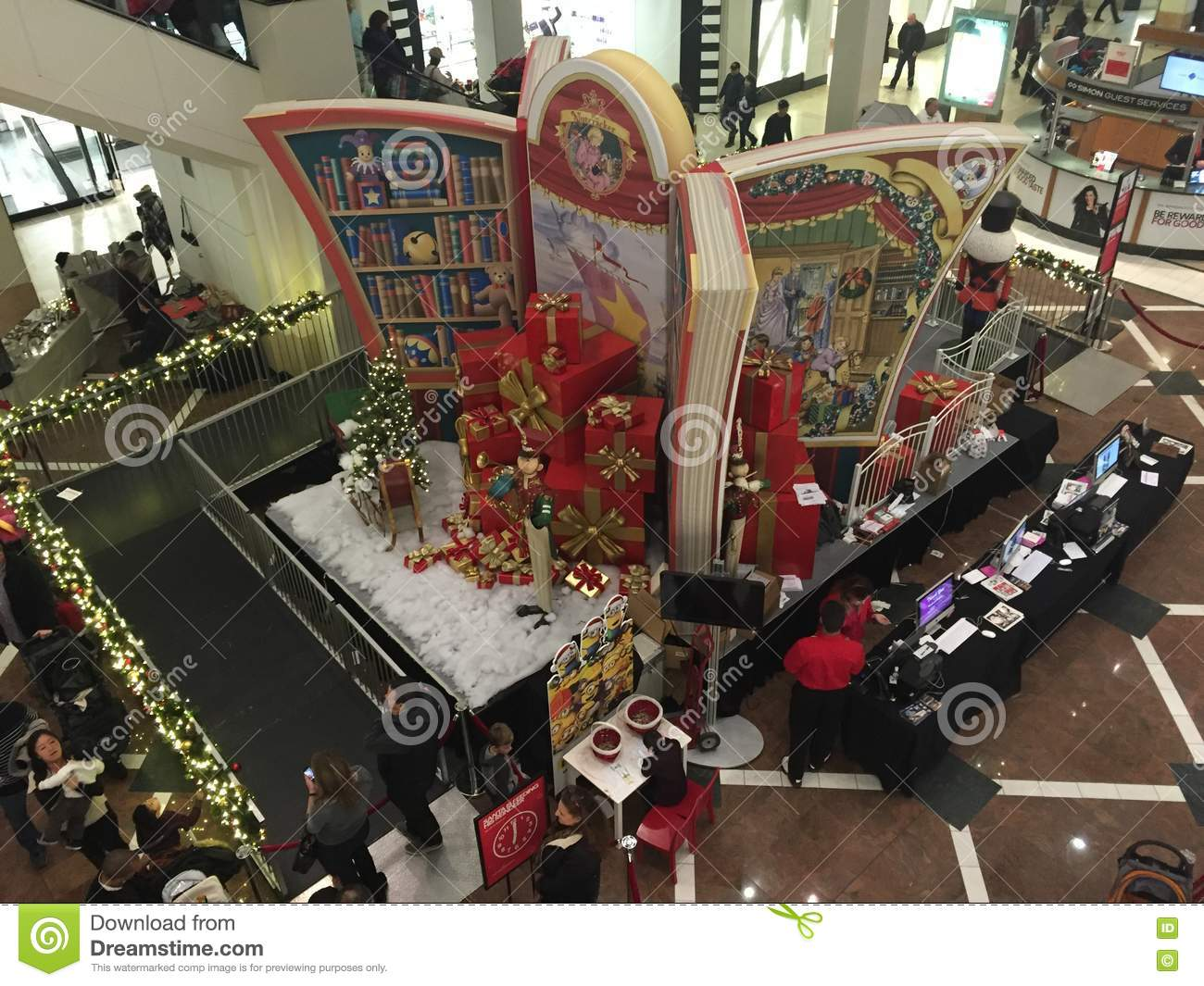 Christmas decor at the westchester mall in white plains for New york decorations for the home