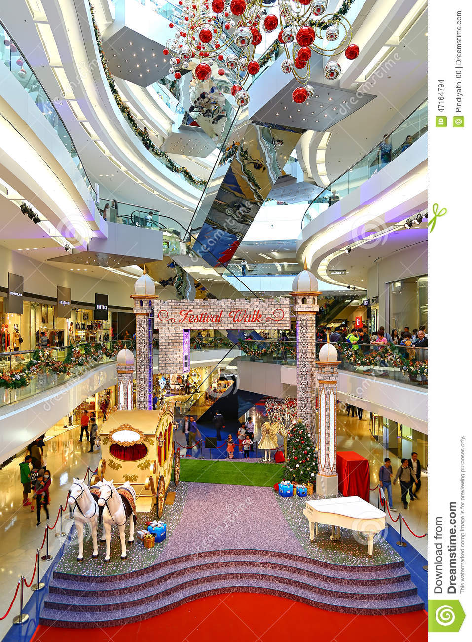 Christmas decoration at festival walk shopping mal for Decoration shopping