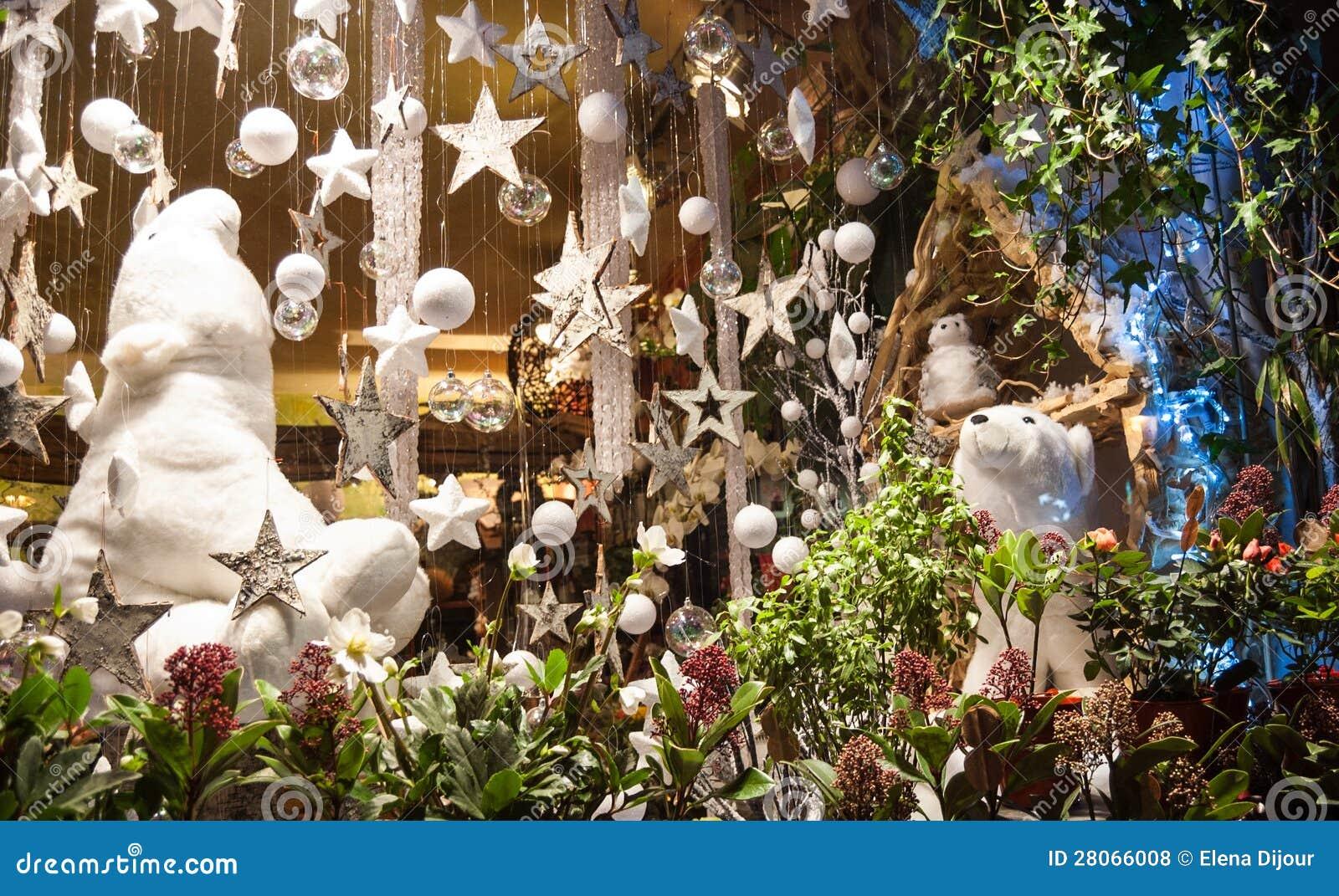http://thumbs.dreamstime.com/z/christmas-decoration-flower-shop-28066008.jpg