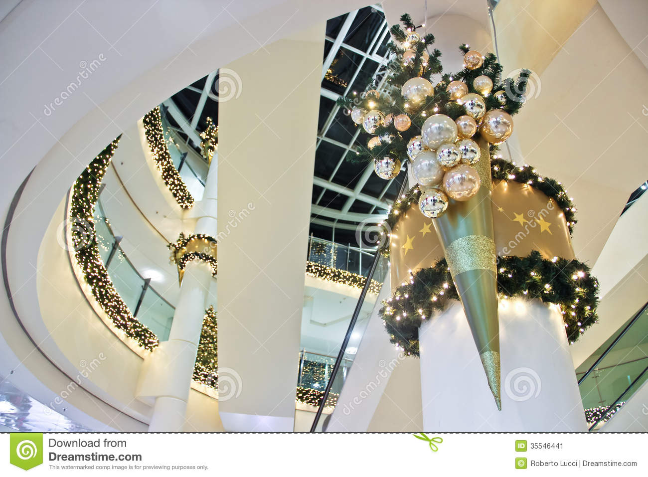christmas decoration inside building - Commercial Christmas Decorations