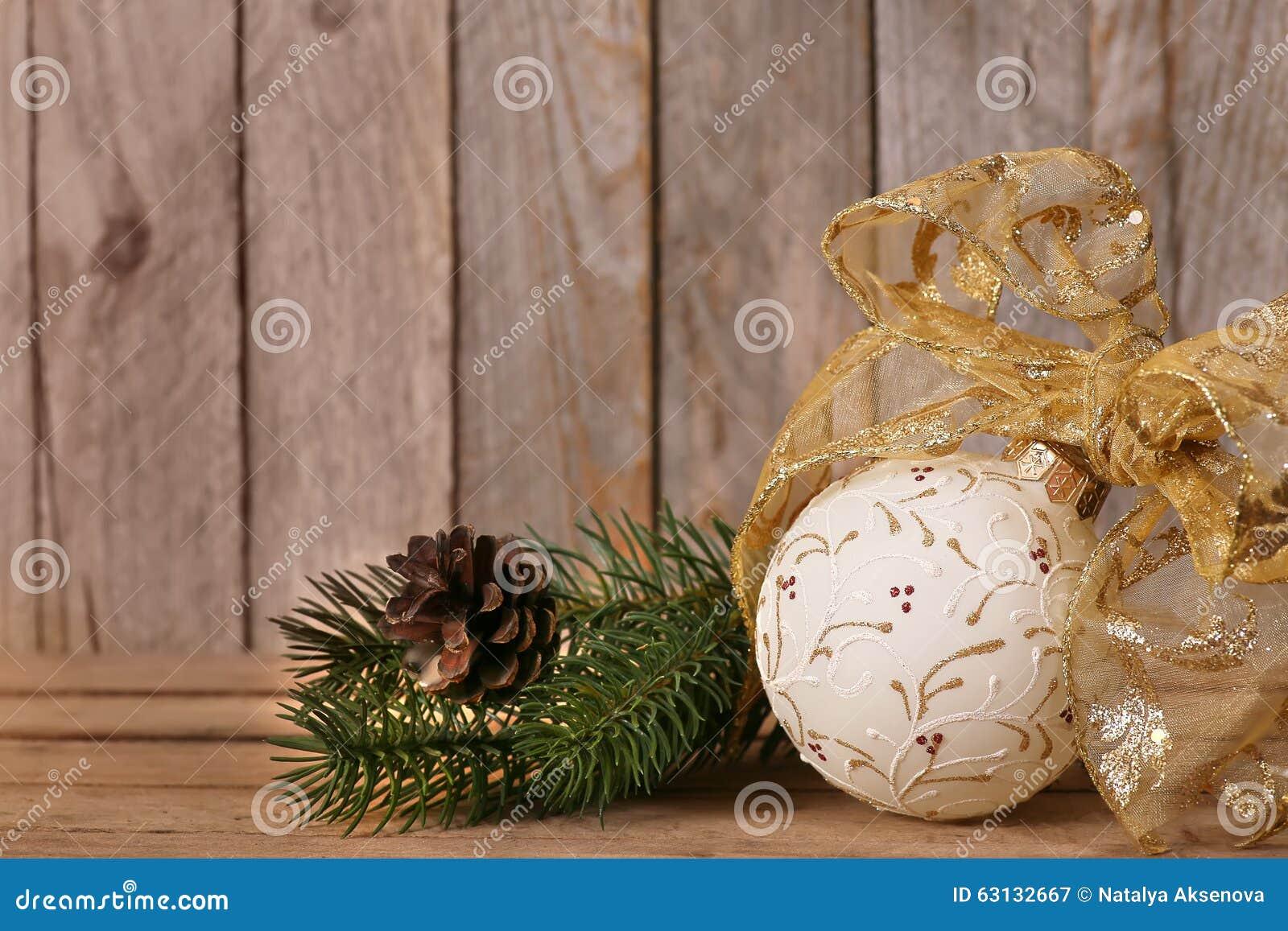 Christmas decoration on old grunge wooden board stock image image 63132667 - Grune dekoration ...
