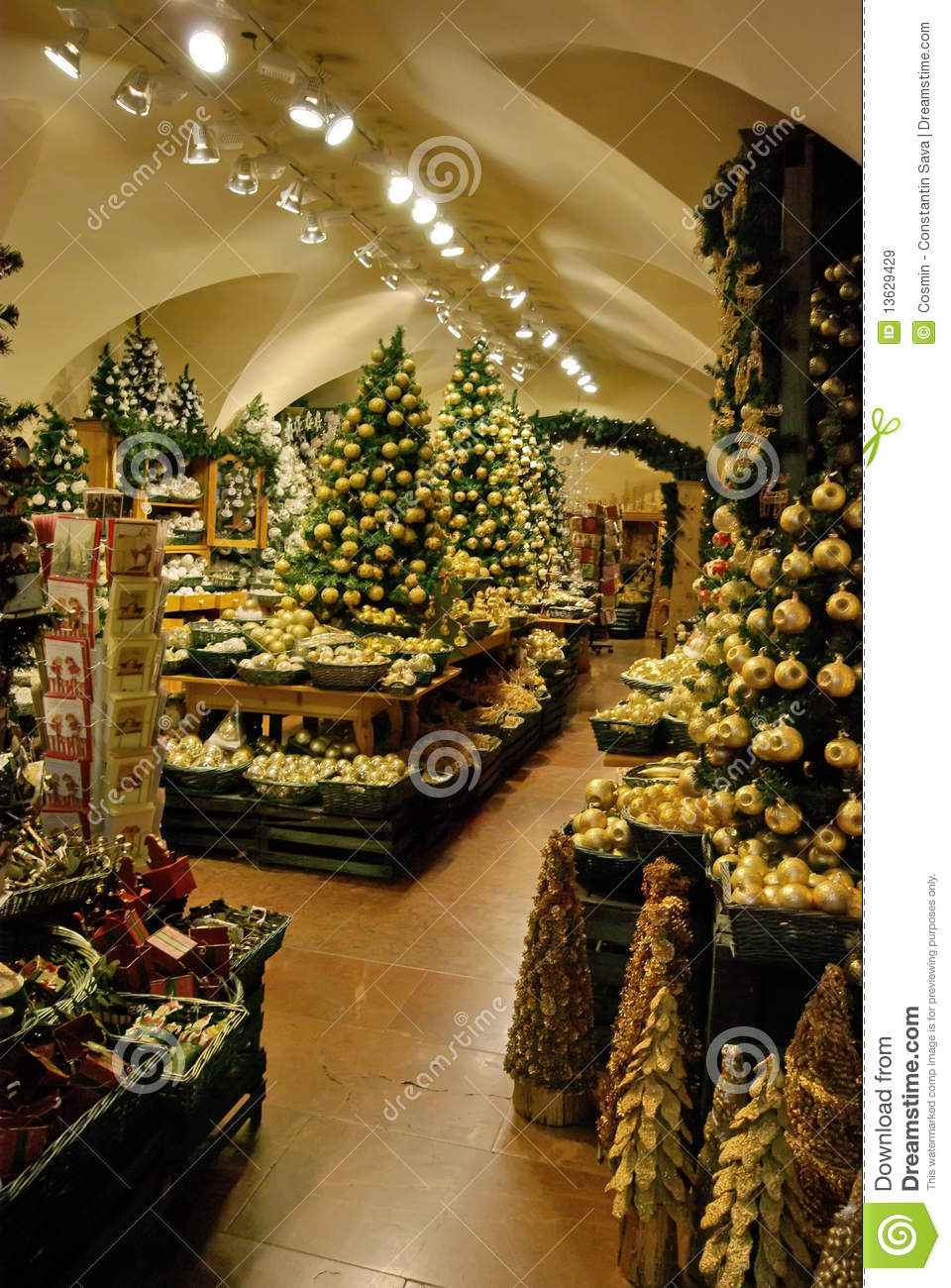 Christmas decoration shop royalty free stock images for Christmas decoration online shop