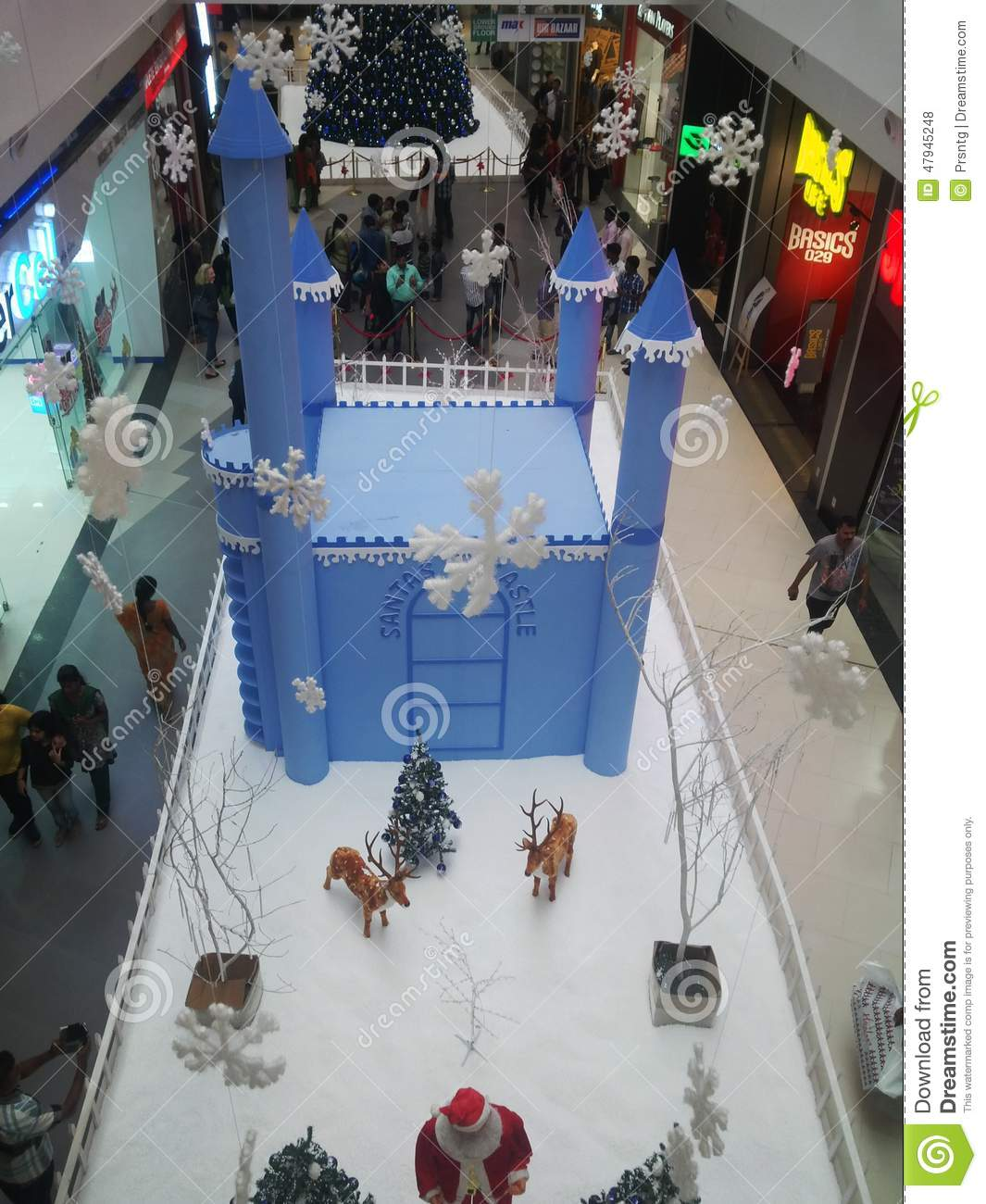 Christmas Decorations In Shopping Malls: Christmas Decoration In Shopping Mall Editorial Stock